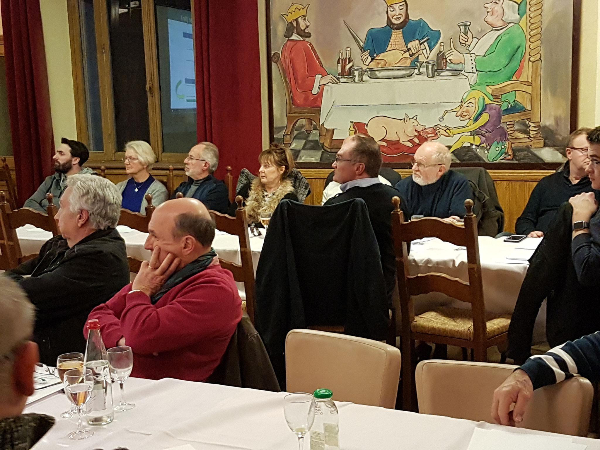 Aéro-Club de Sens - Galette 2019 - Membres à l'écoute