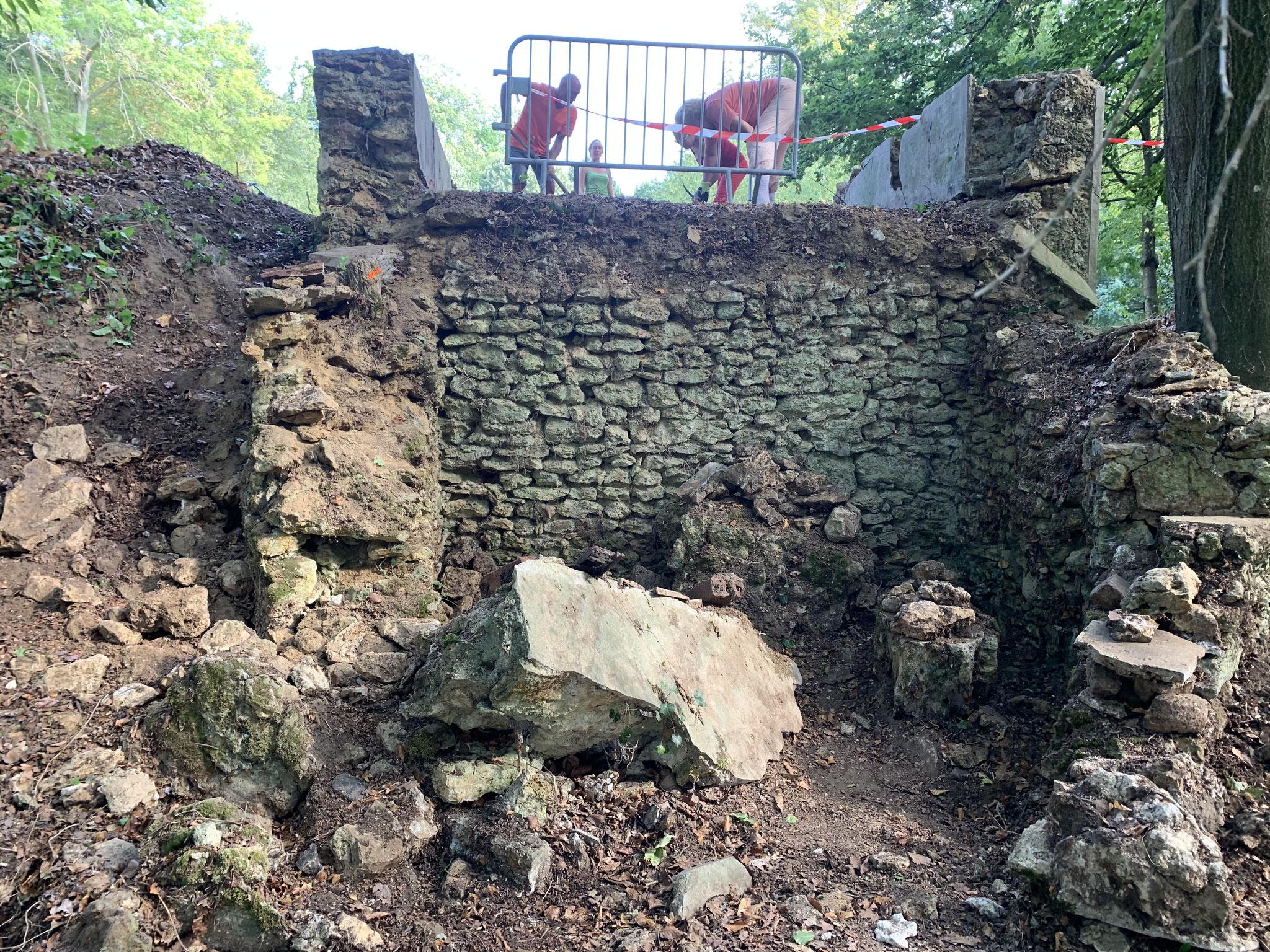 Appareillage moellons pierres hourdis à la terre (idem bâtisses et murs enceinte)