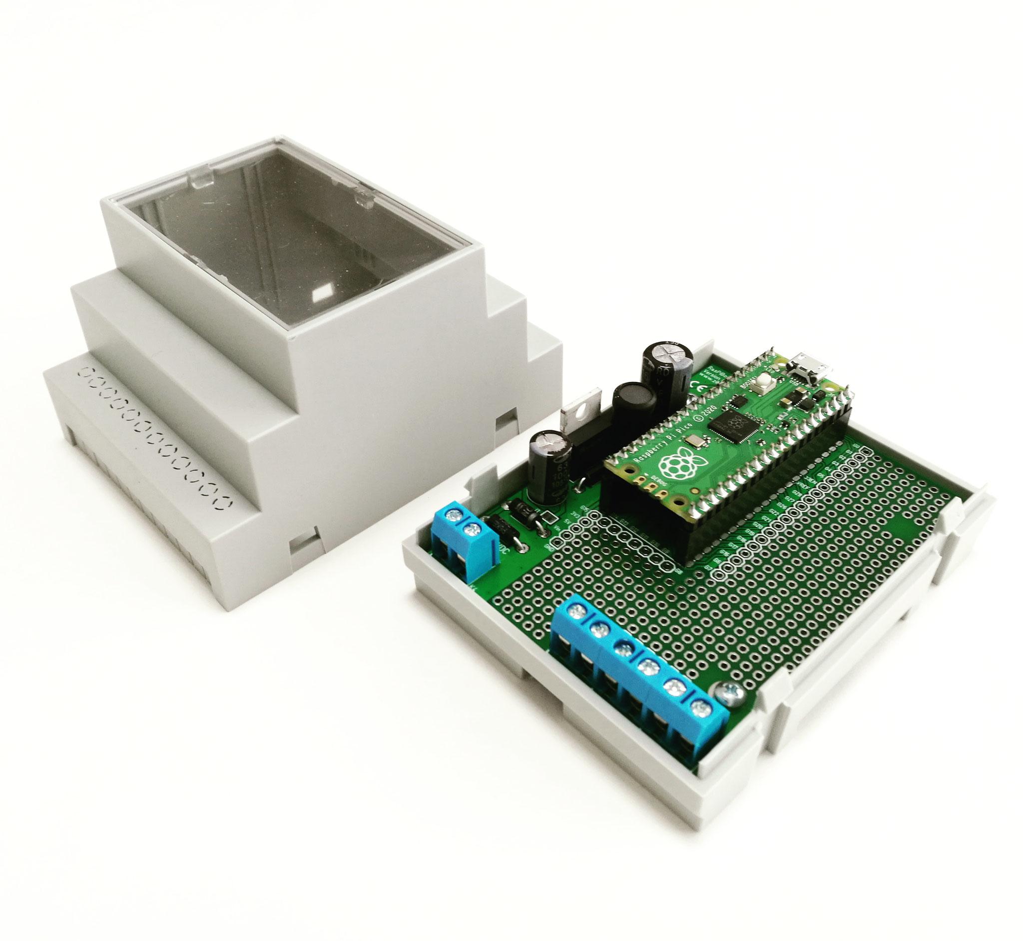RasPiBox Pico geöffnet mit gestecktem Raspberry Pi Pico