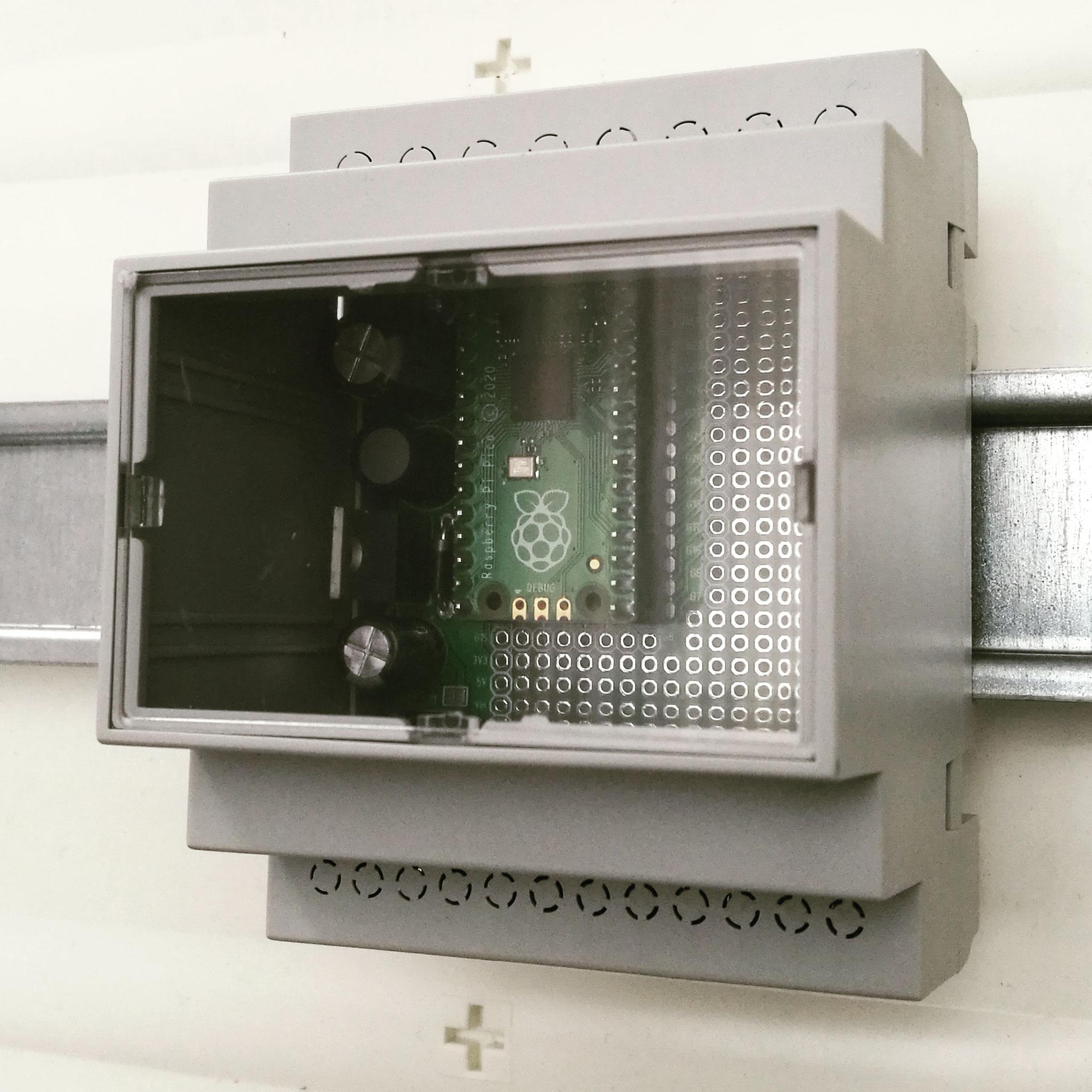 RasPiBox Pico montiert im Schaltschrank