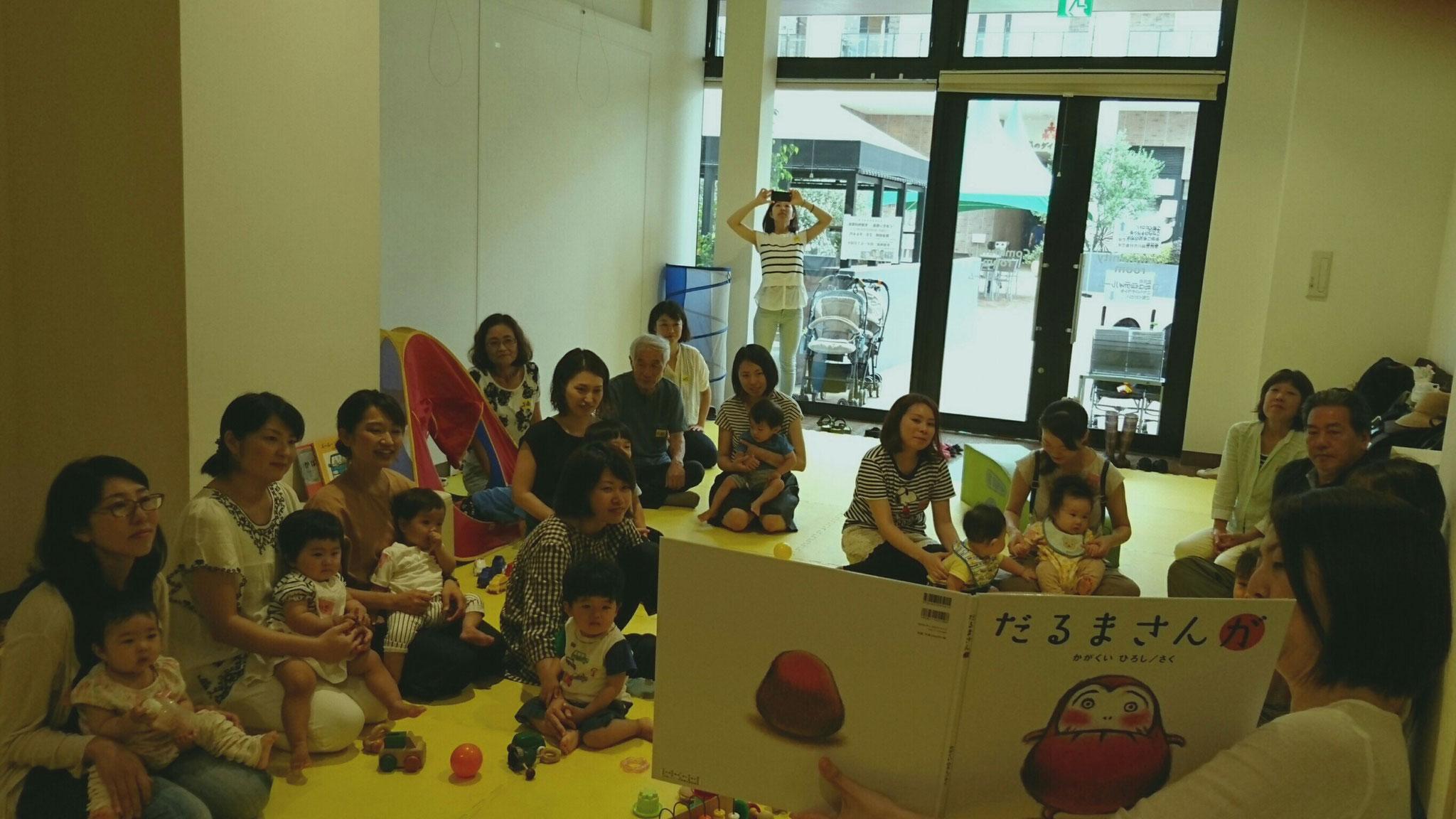 最後はみんなで手遊びや絵本を楽しみました(^^)