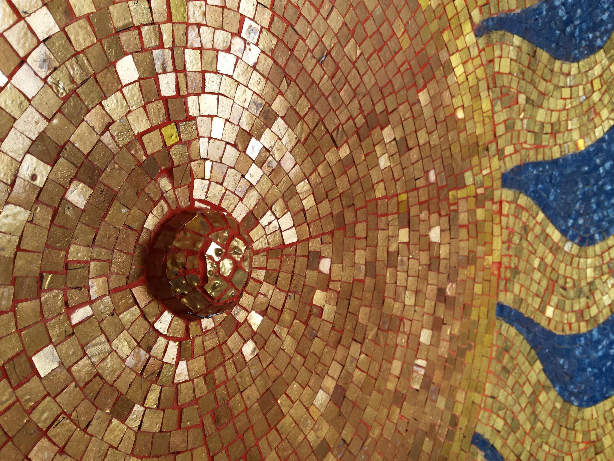 Restauro del mosaico (origine 1930) nella Cappella Pagani a Torre, Val di Blenio, Svizzera (Restauro 2015).