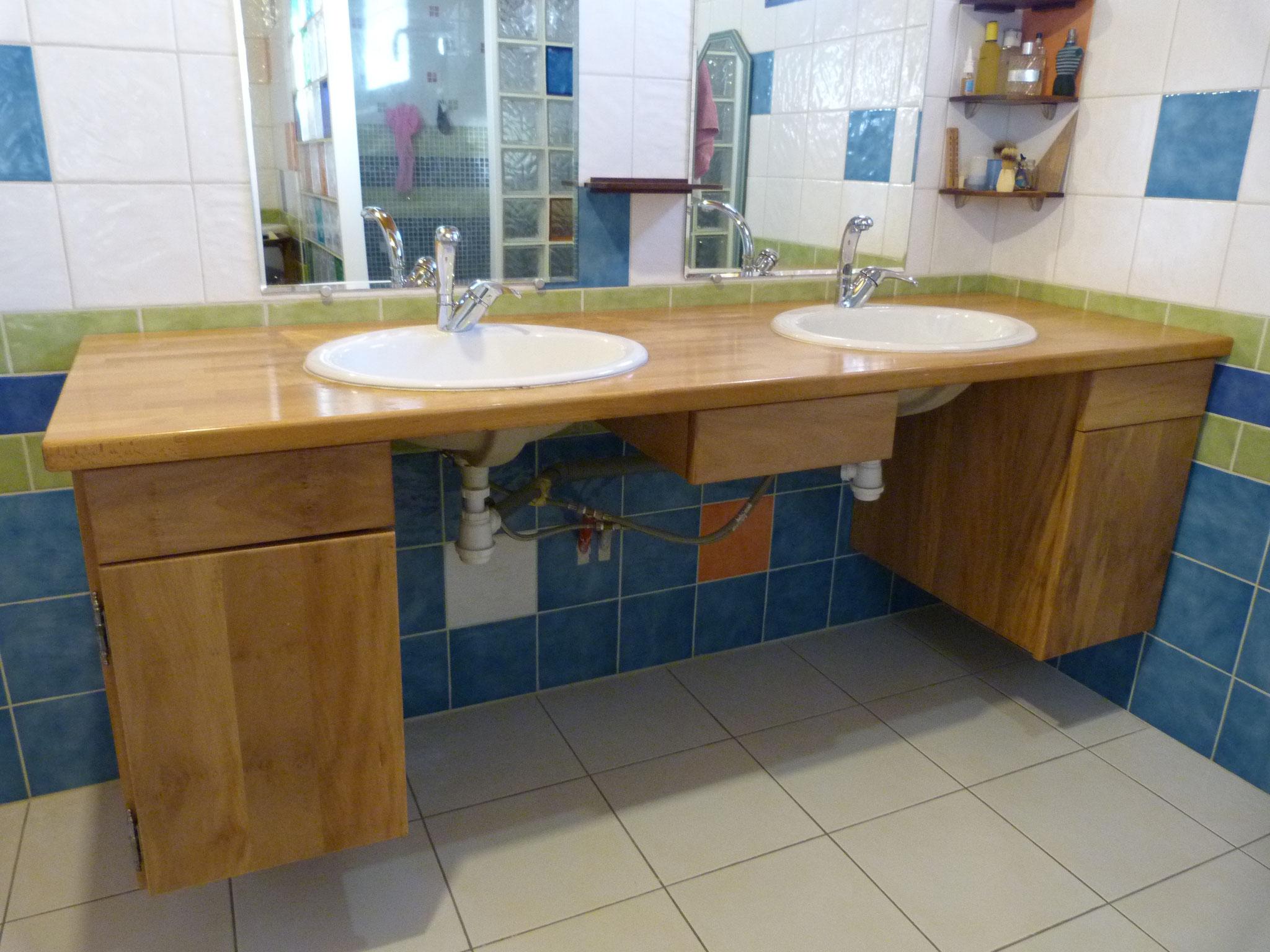 Meuble vasque de salle de bains en platane