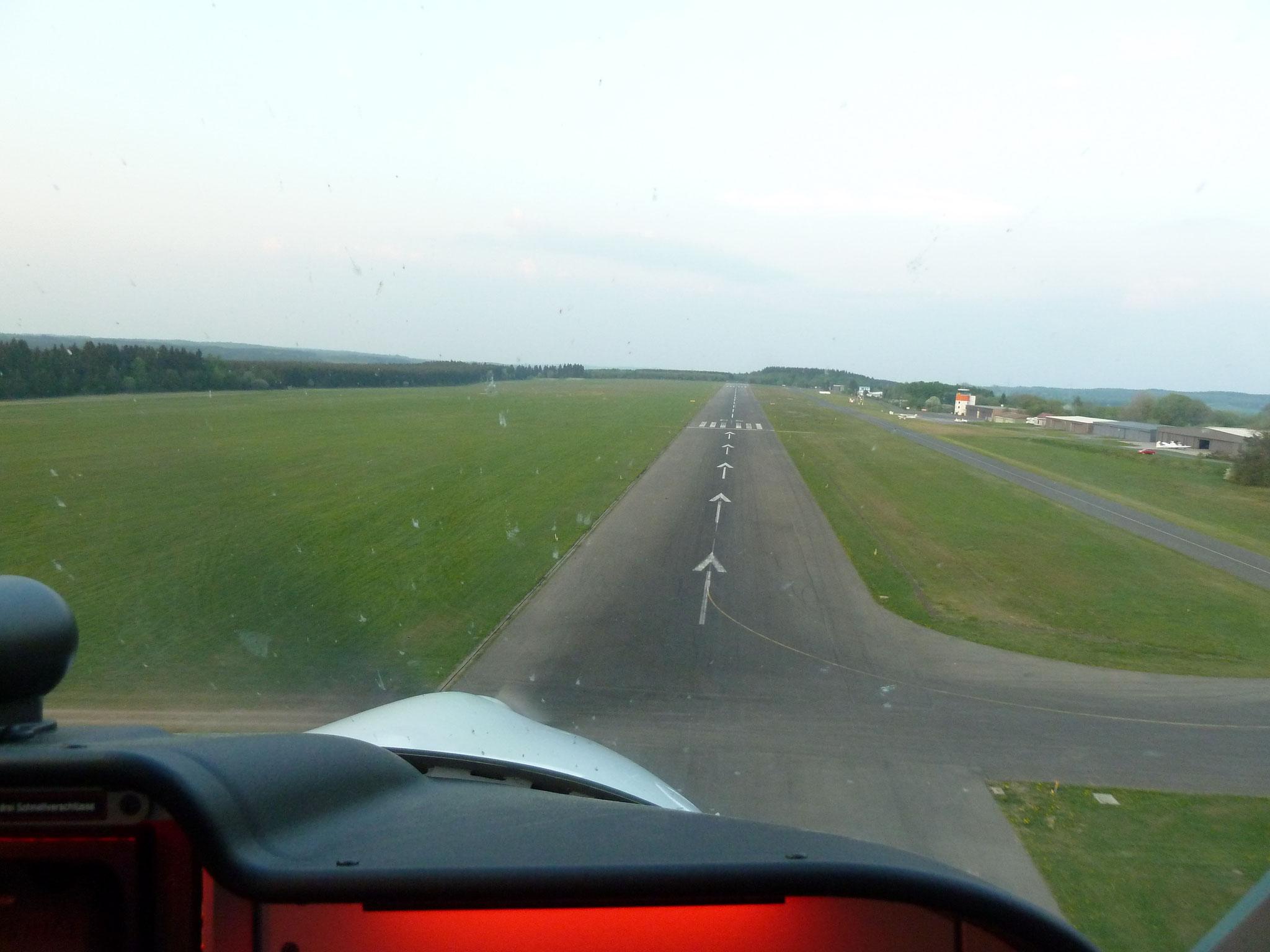 Landeanflug EDKV (HR)
