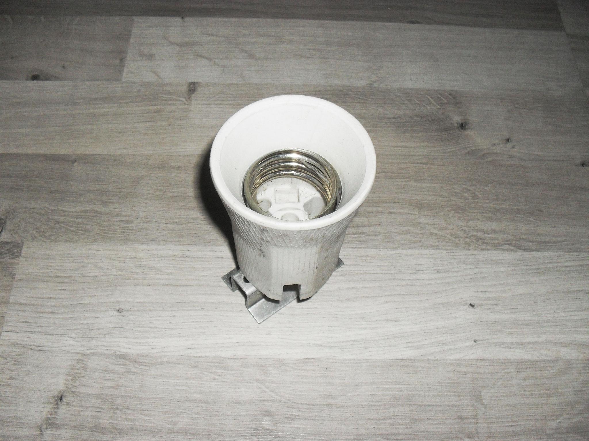Le culot en porcelaine de Schreder Z-3