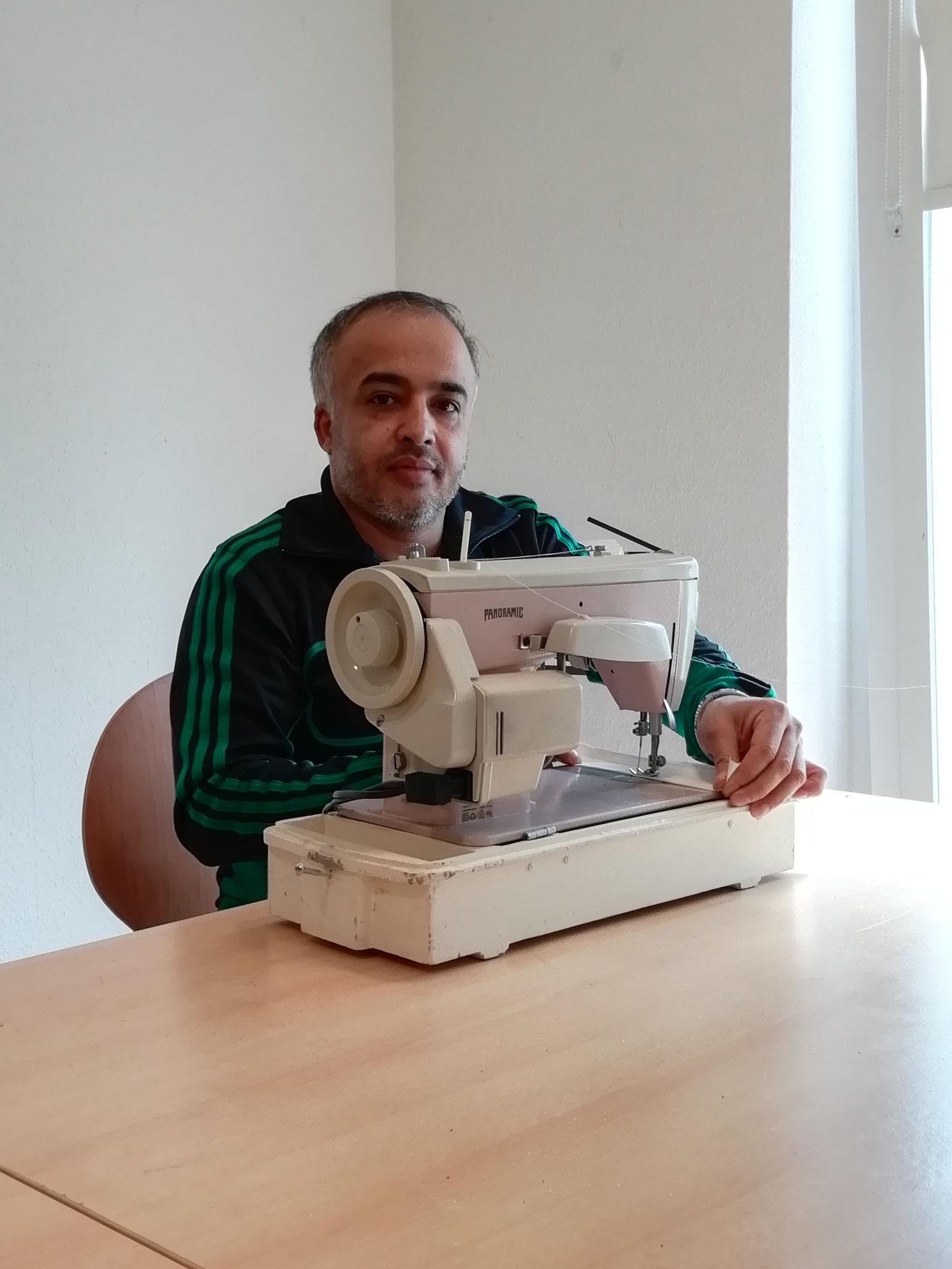 Herr Rajabi, Schneider aus Afghanistan,