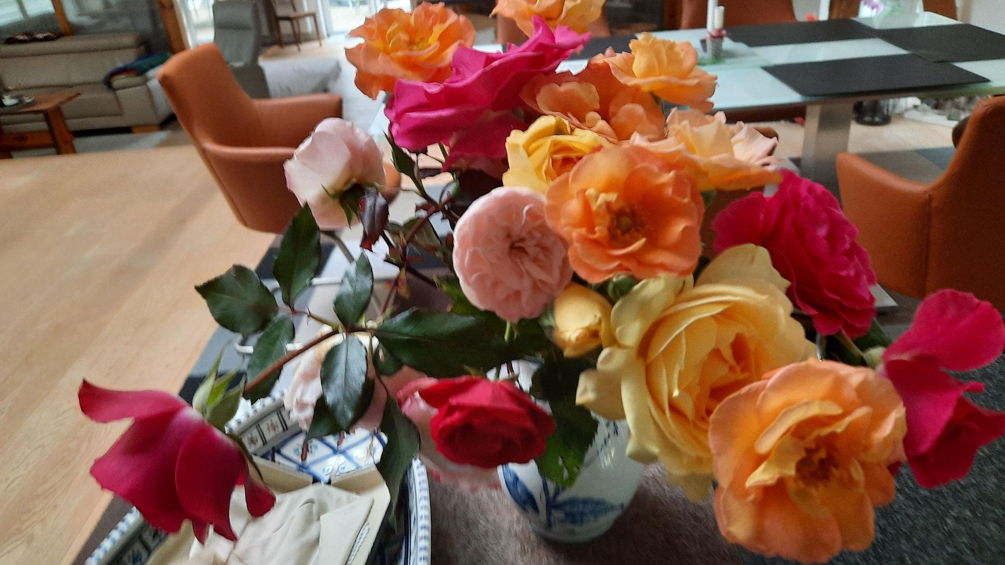 Herbstlicher Rosenstrauß