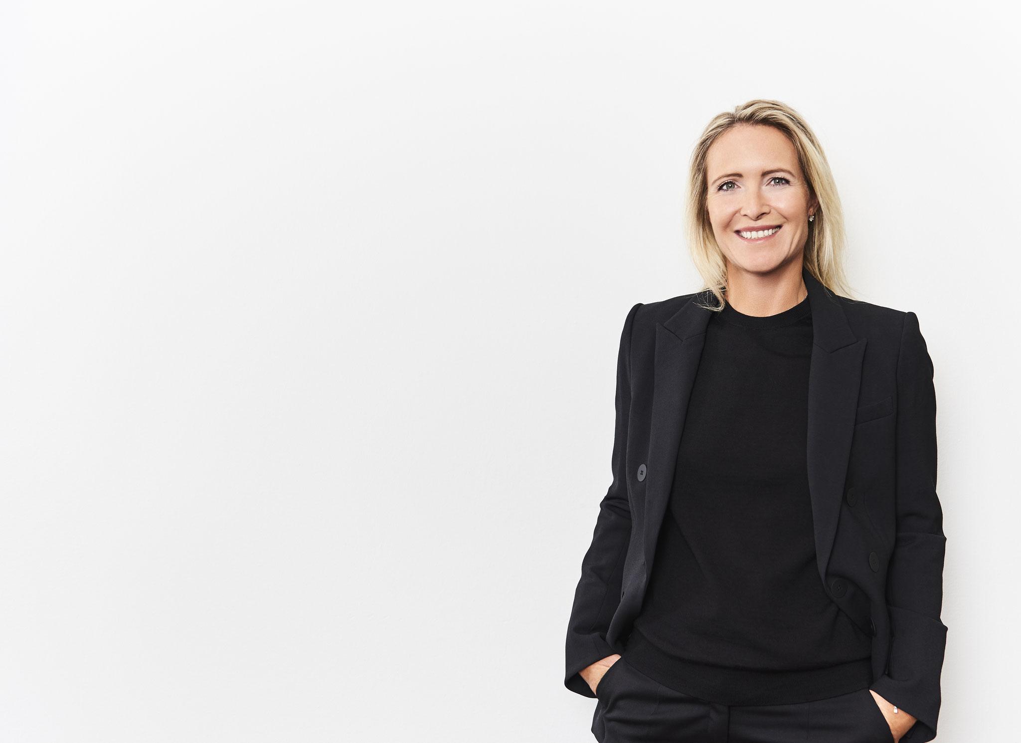 farbiges Business-Porträt einer Frau