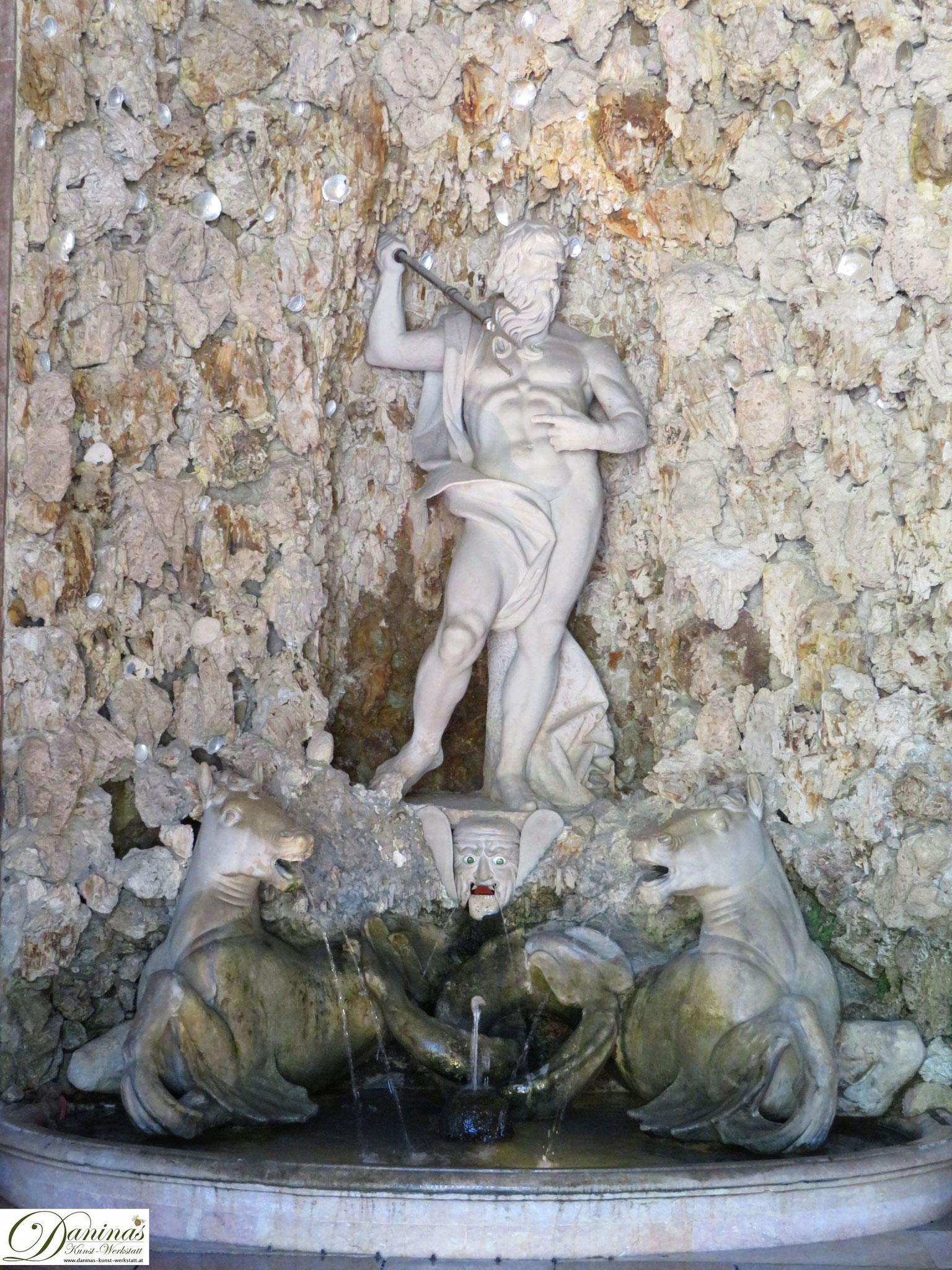 Neptun, Meerrösser und Germaul in der Neptungrotte - Hellbrunner Wasserspiele in Salzburg