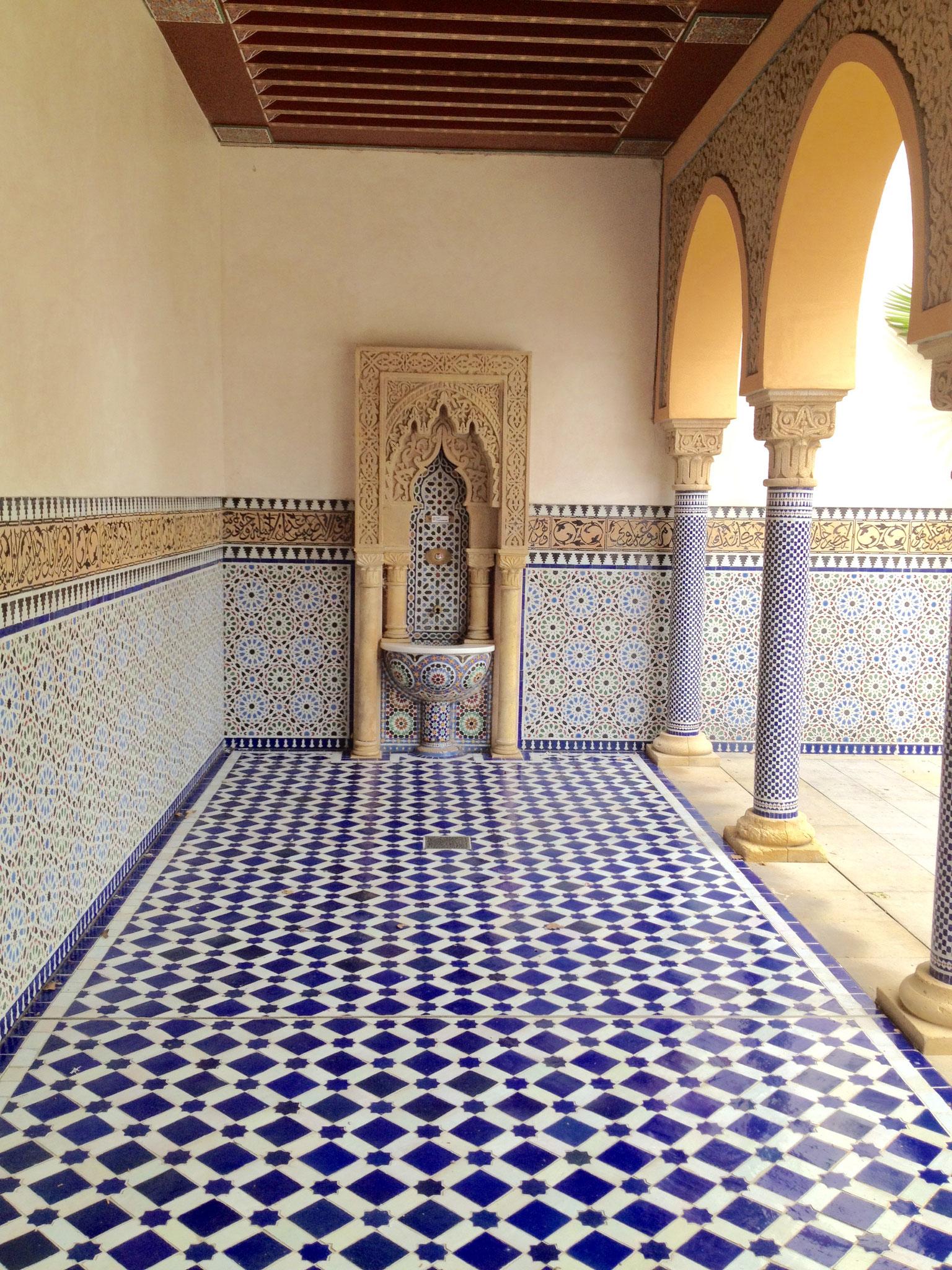 Feinste Fliesenlegekunst im orientalischer Garten
