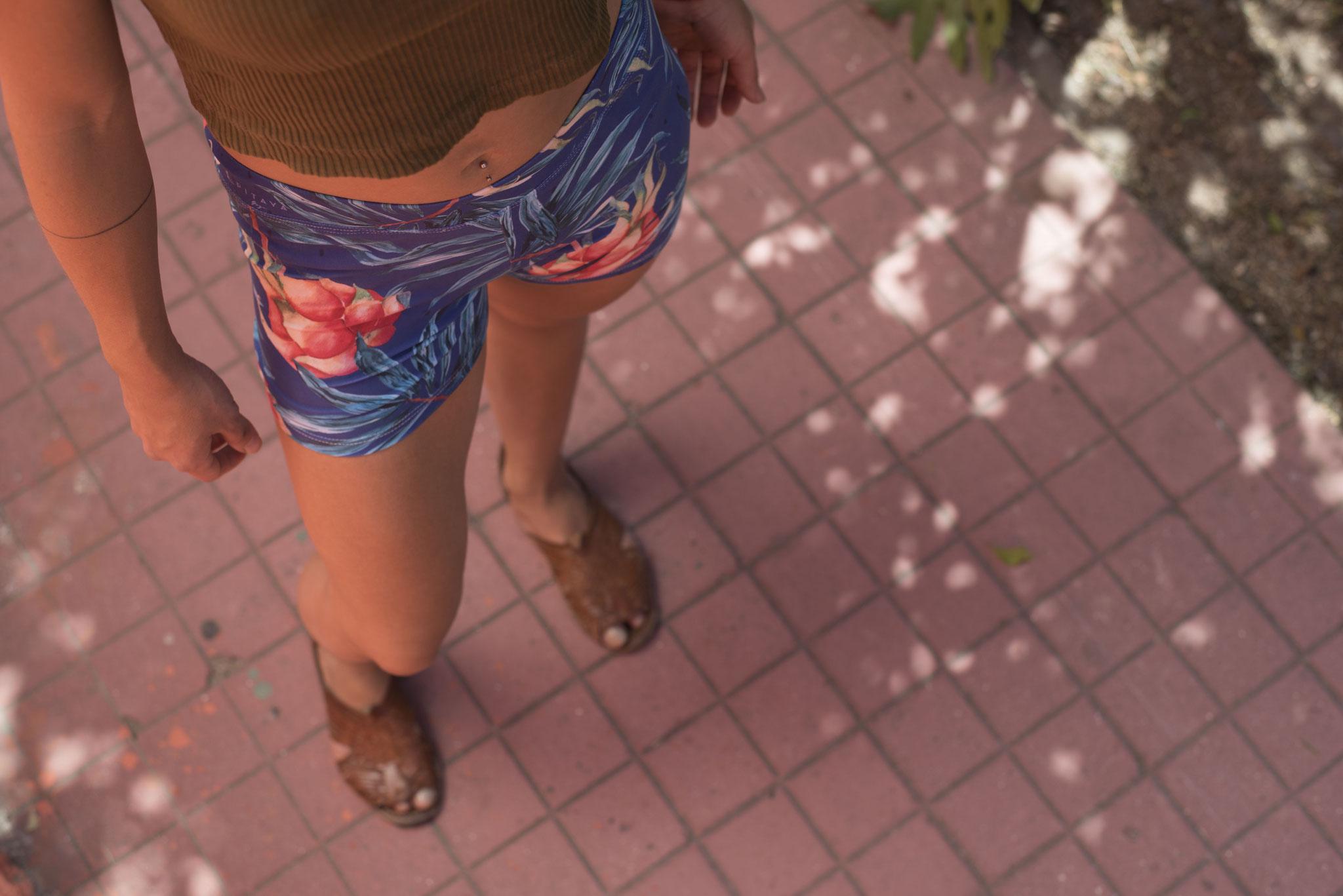 Yoga and Surf Shorts 'Klein Pitaya Blue'