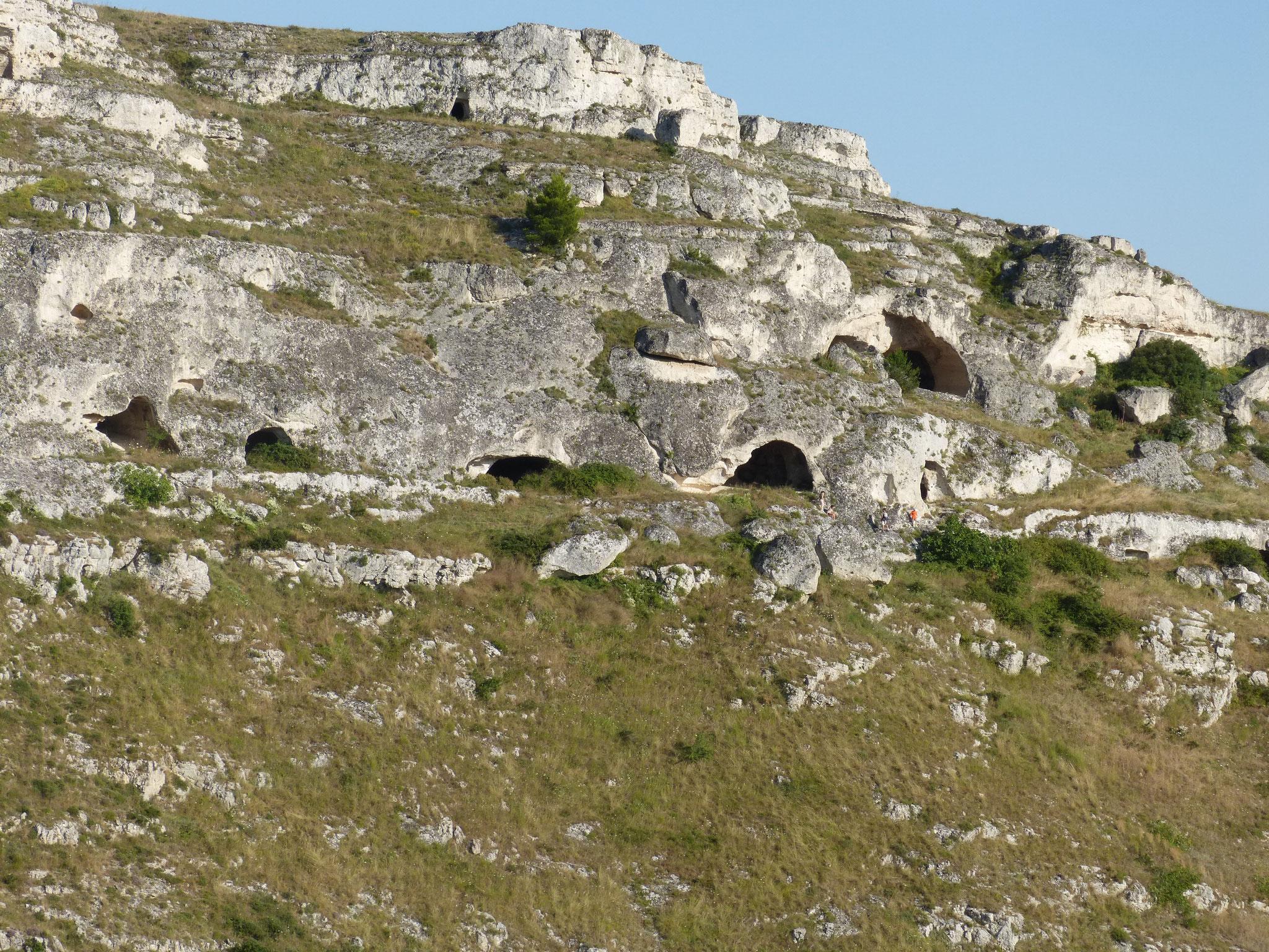 Höhleneingänge in Matera