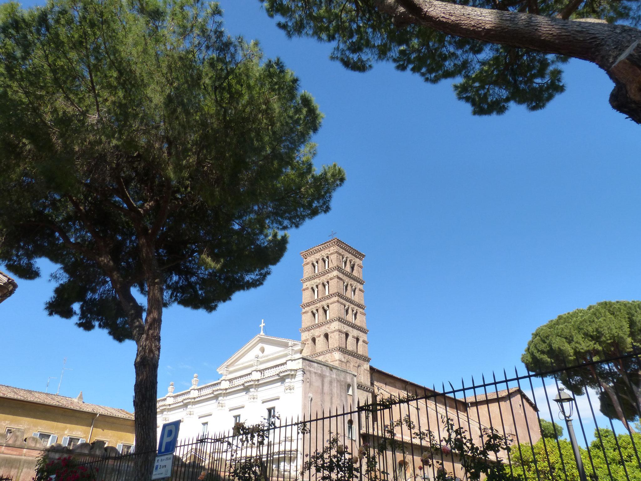 Die Basilika di Santa Sabina gehört zu den ältesten Kirchen in Rom.