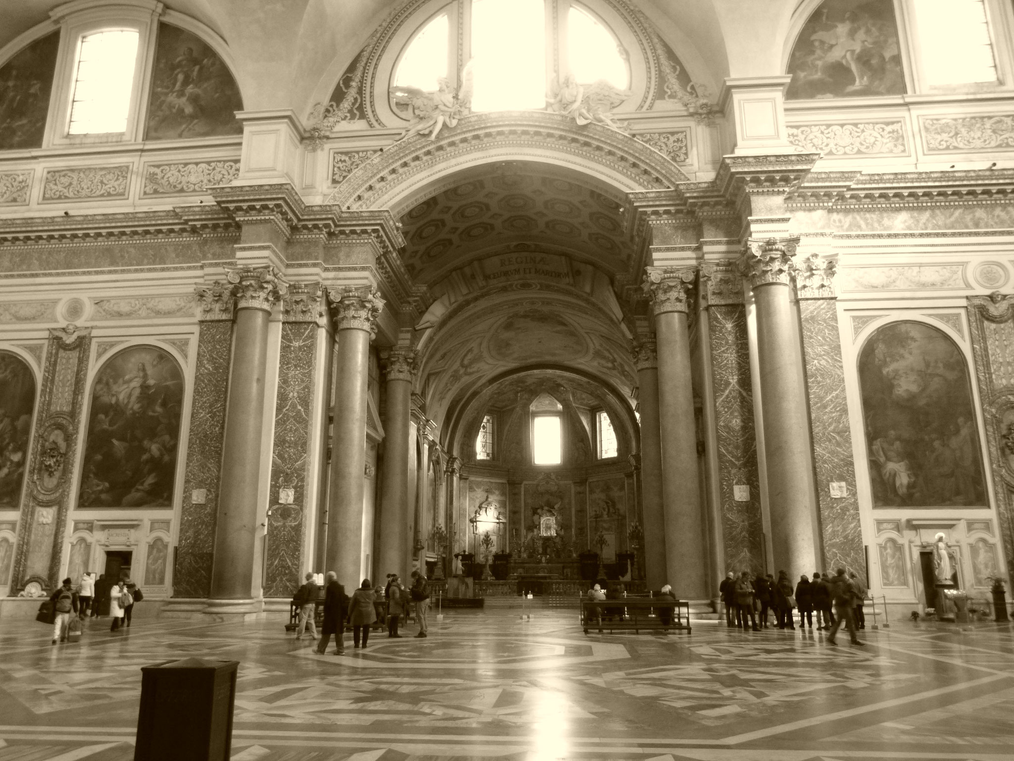Michelangelo plante die Basilika in Ruinen der Diokletiansthermen.