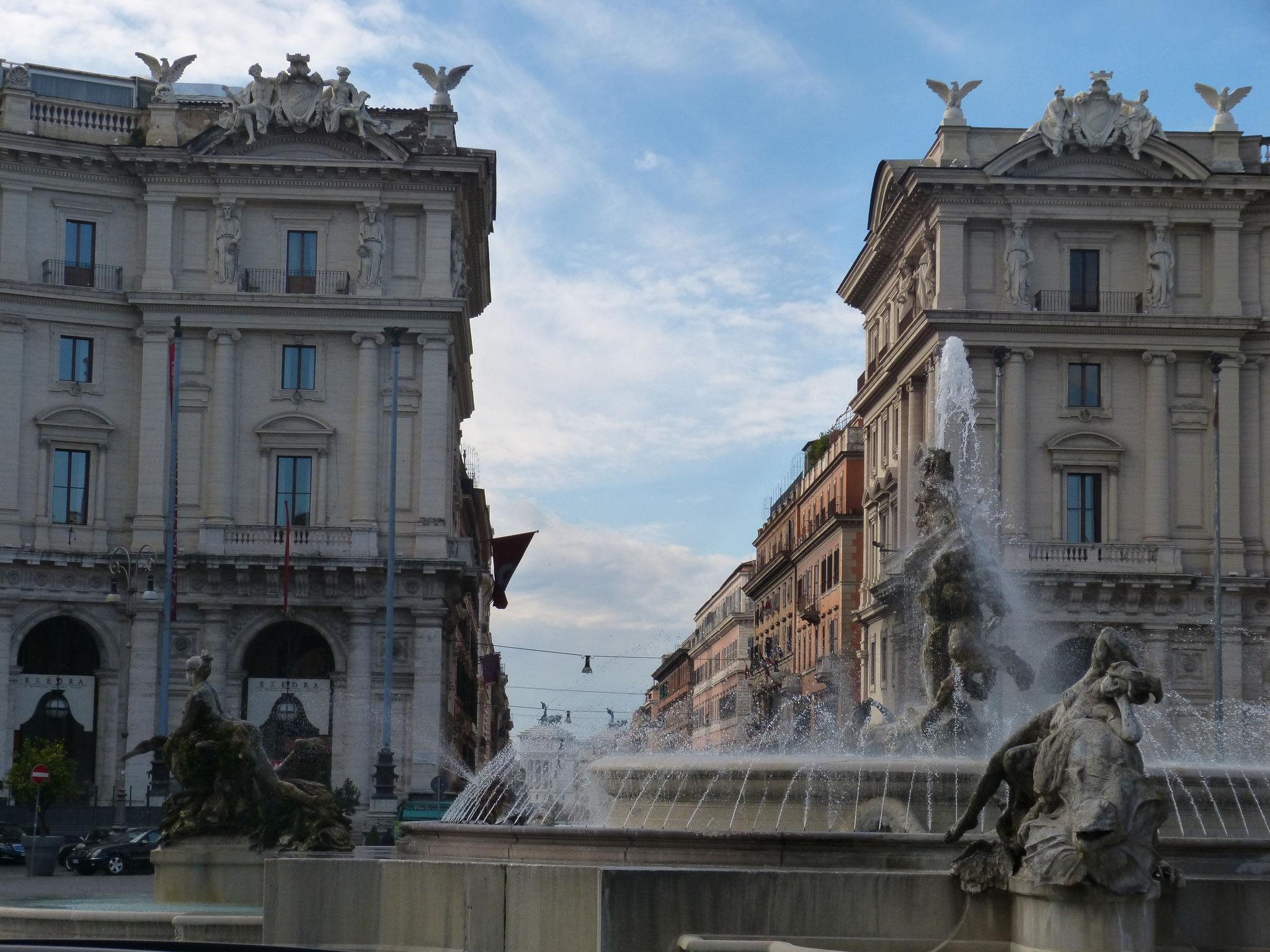 Über die Piazza della Repubblica geht es wieder zurück auf die Via Nazionale.