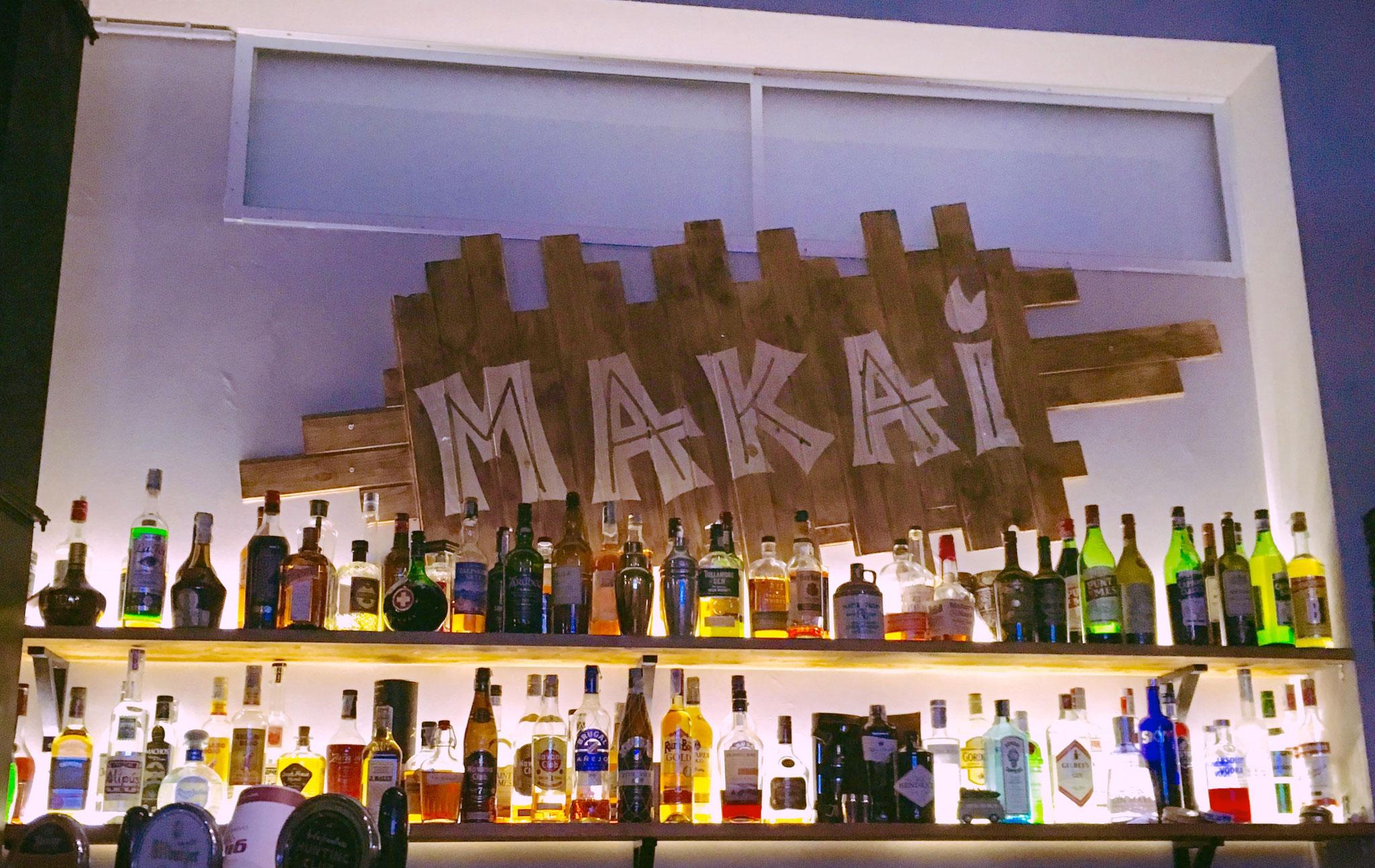 Die Makai Surf & Tiki Bar in Ostiense gehört zu den momentan coolsten Bars in ganz Rom. Inkl. Beach-Feeling und Aloha-Kitsch!