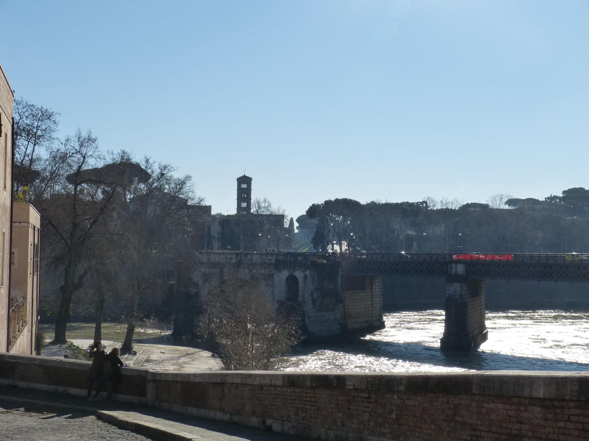 Blick von der Ponte Cestio in Richtung Aventin