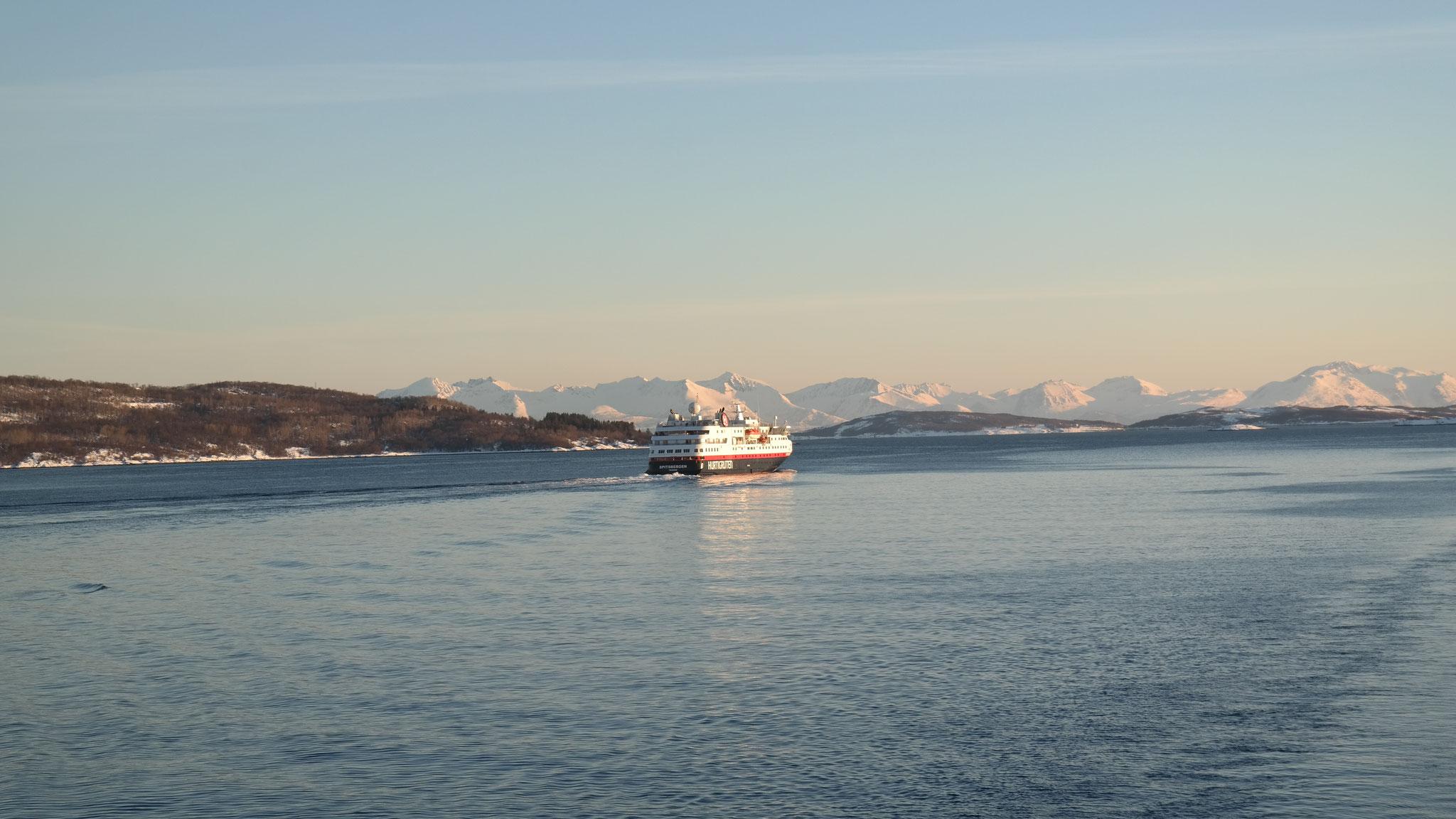 """Harstad, Schwesternschiff der Hurtigruten """"Spitzbergen"""""""
