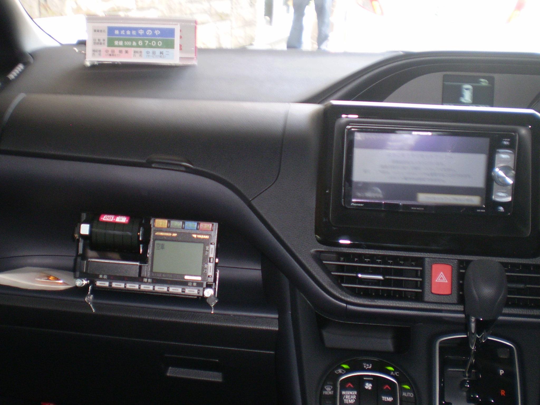 介護タクシー中のやの事業用車両車内写真