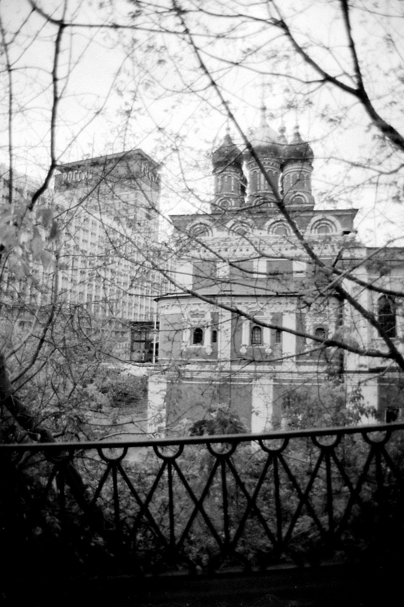 17/10/1988: 5: church and Hotel Rossiya