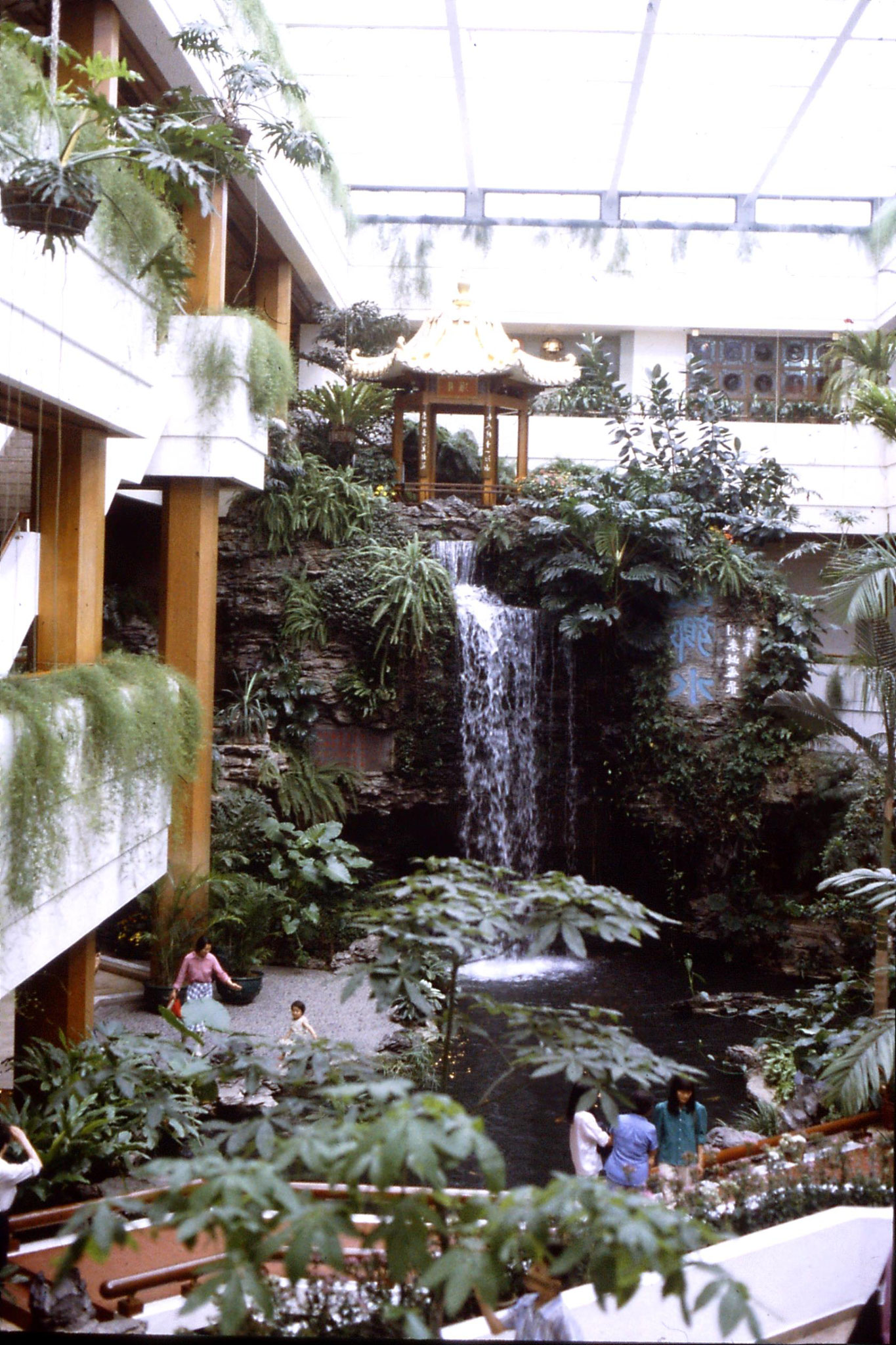 19/5/1989: 10: White Swan hotel