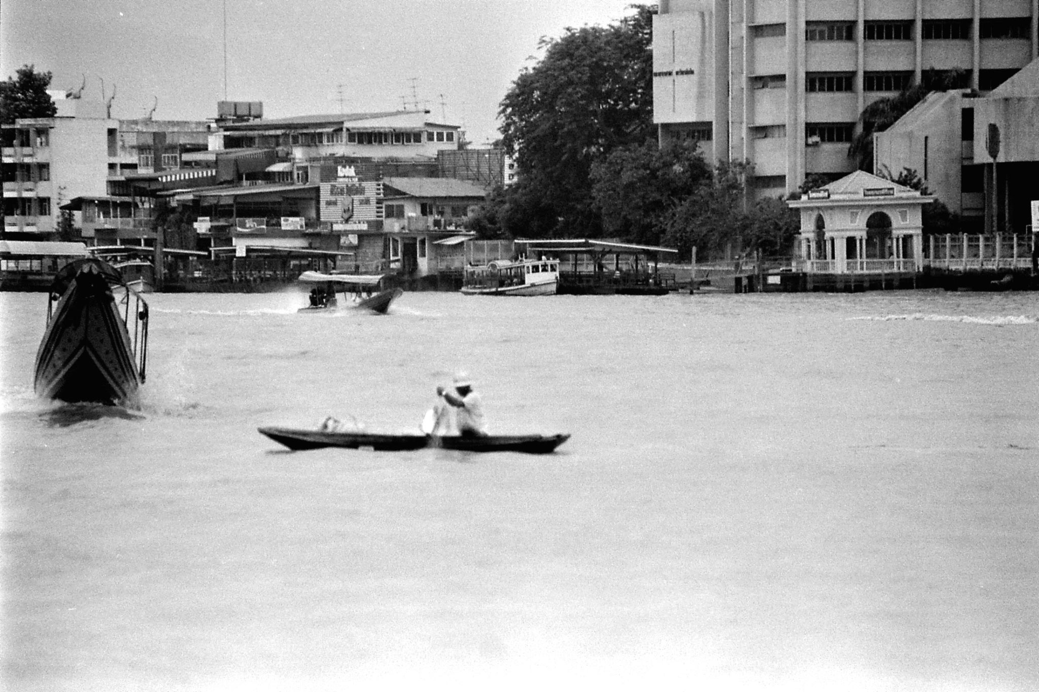 17/6/1990: 25: Bangkok, on the river