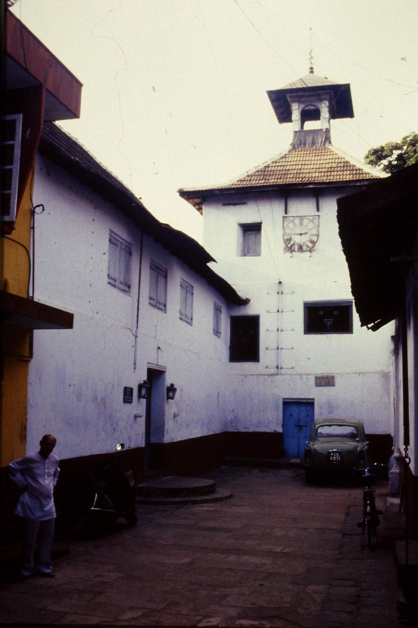 106/13: 24/2/1990  Cochin - synagogue at Jewtown