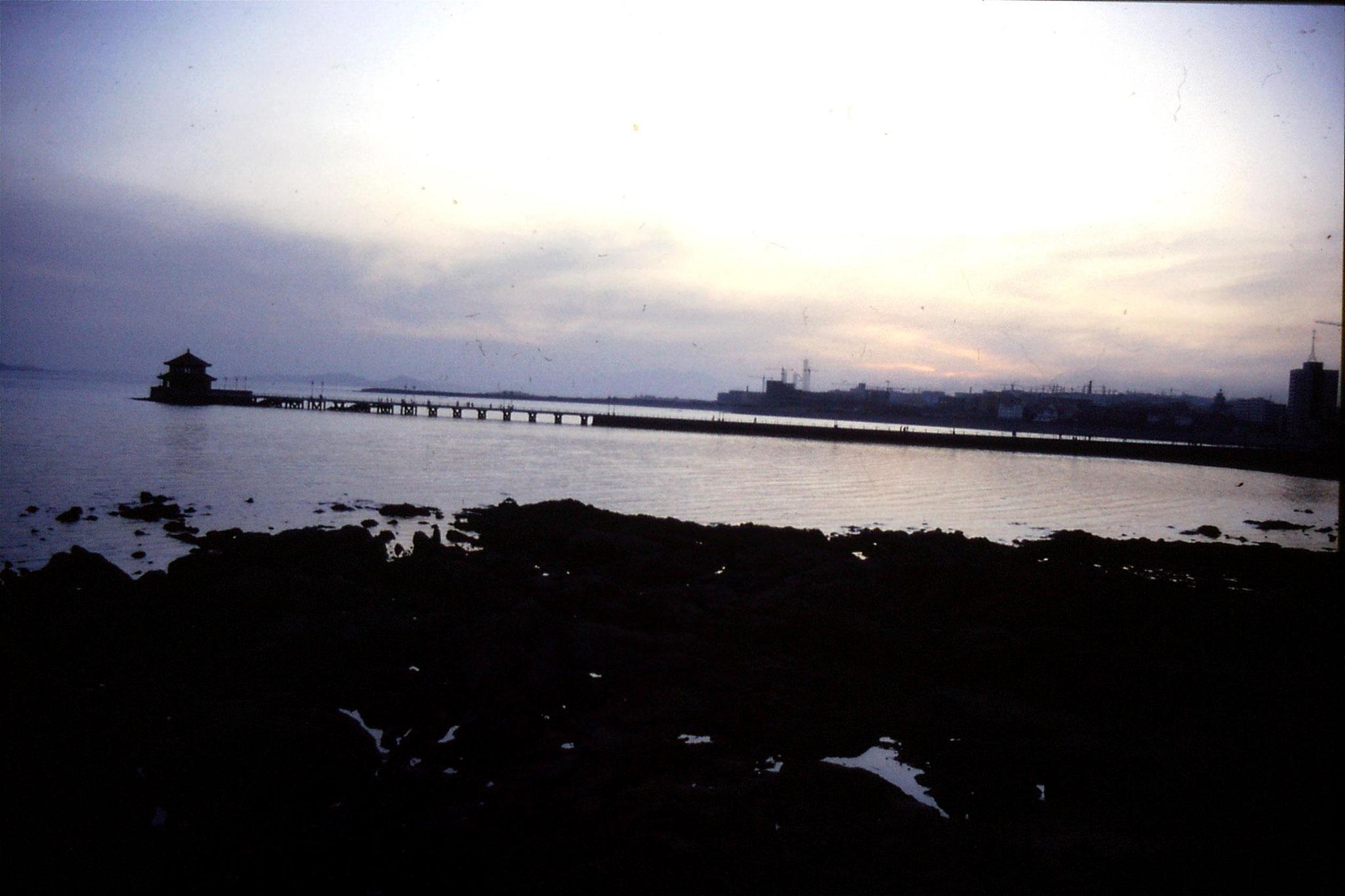 13/2/1989: 35: Qingdao sea front