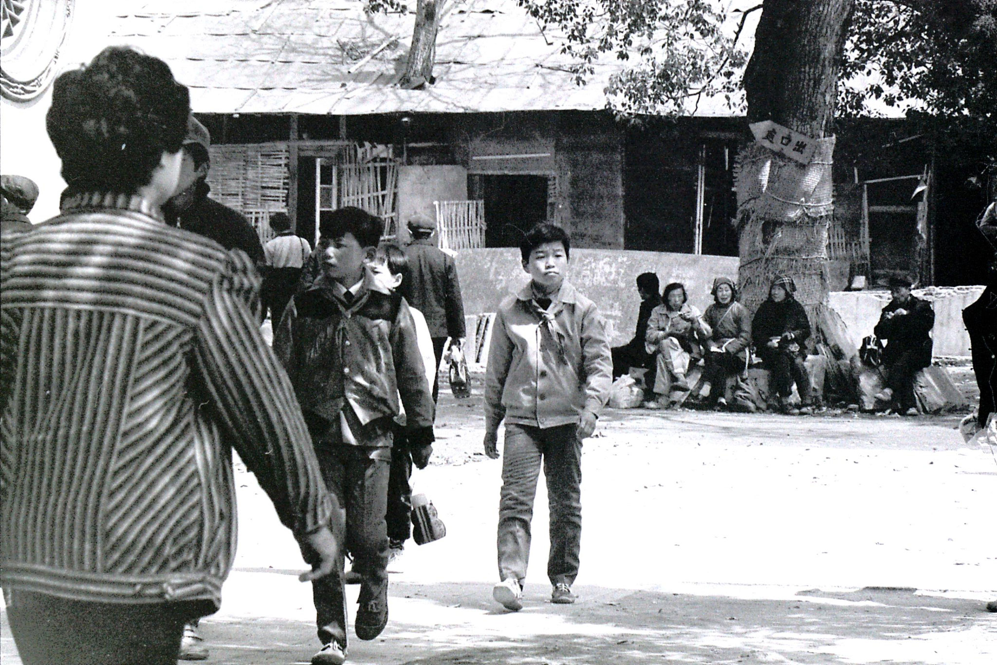 27/3/1989: 13: Lingu Temple school boys with red scarves