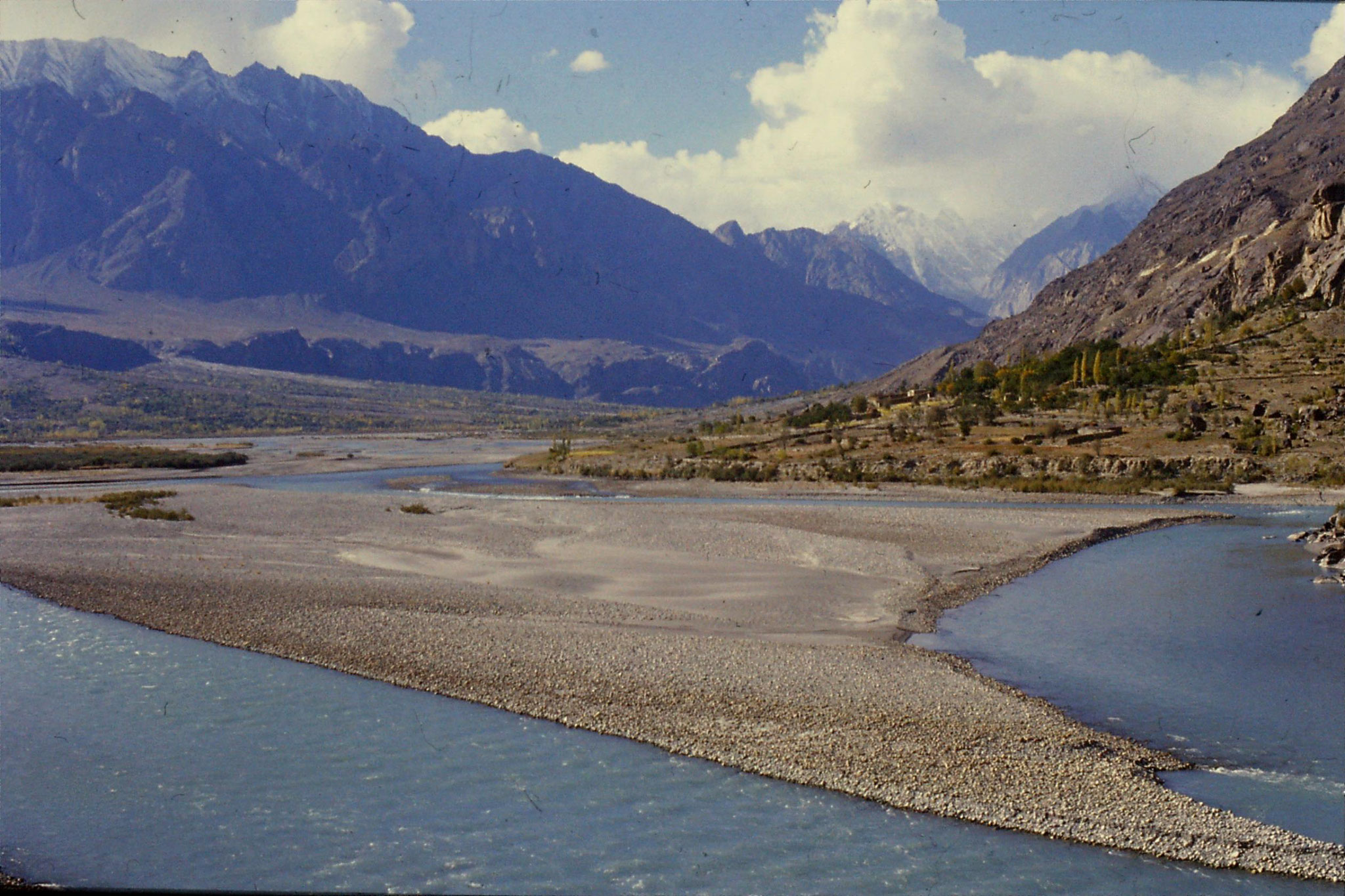 25/10/1989: 30: Ghizer river, Ghakuth Gorge