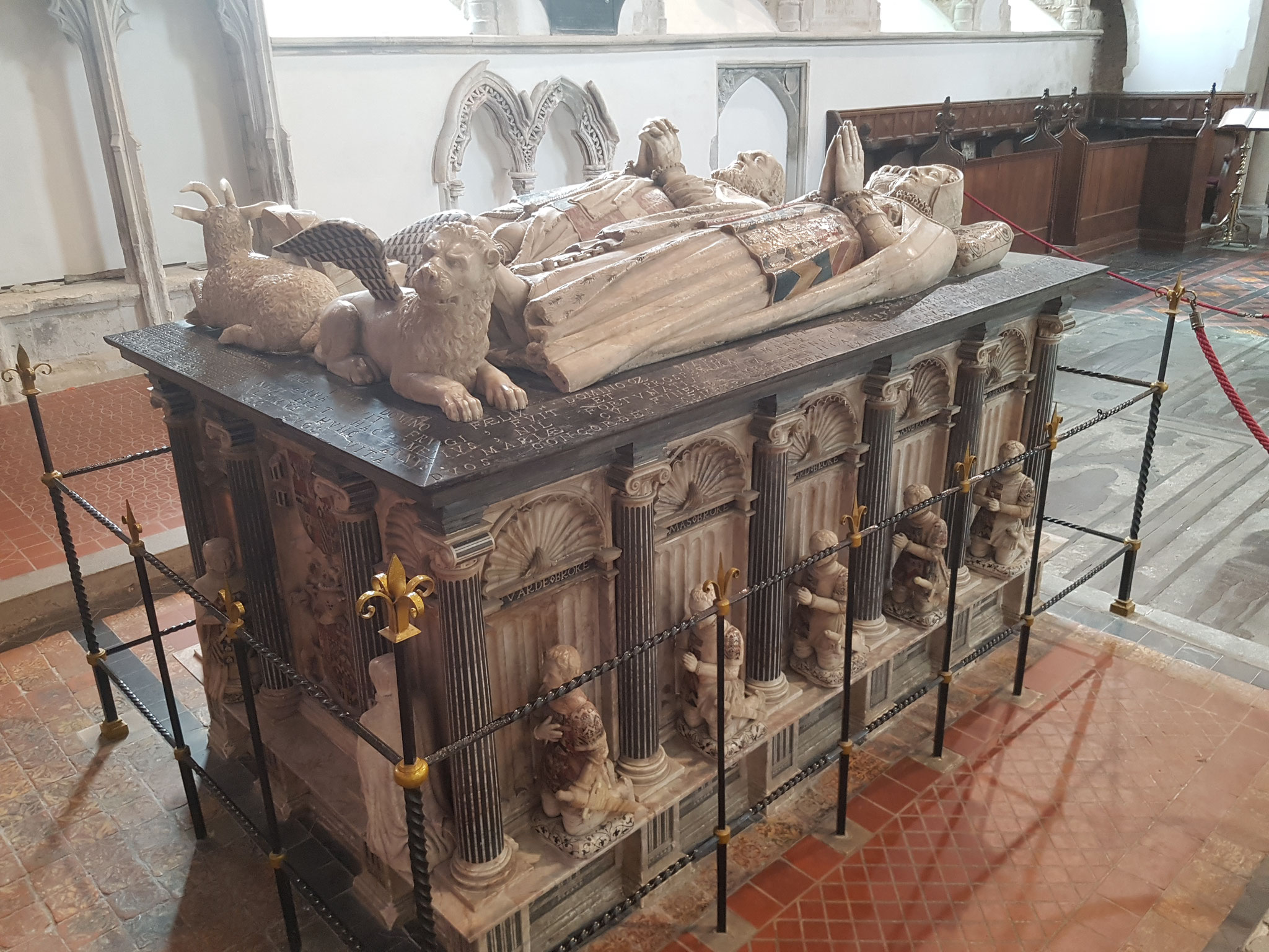 Tomb chest of 9th Lord Cobham d. 1561