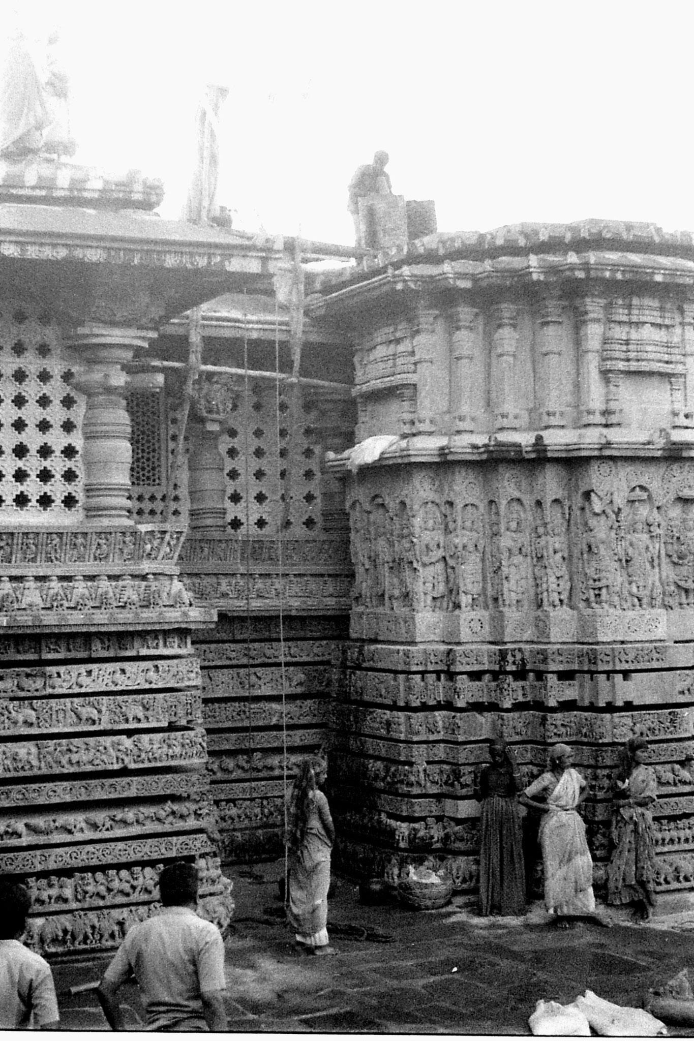 13/2/1990: 36:  Halebidu temple