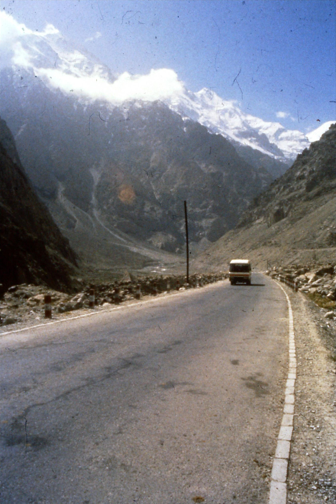 11/9/1989:18: Karakoram Highway 1310hrs