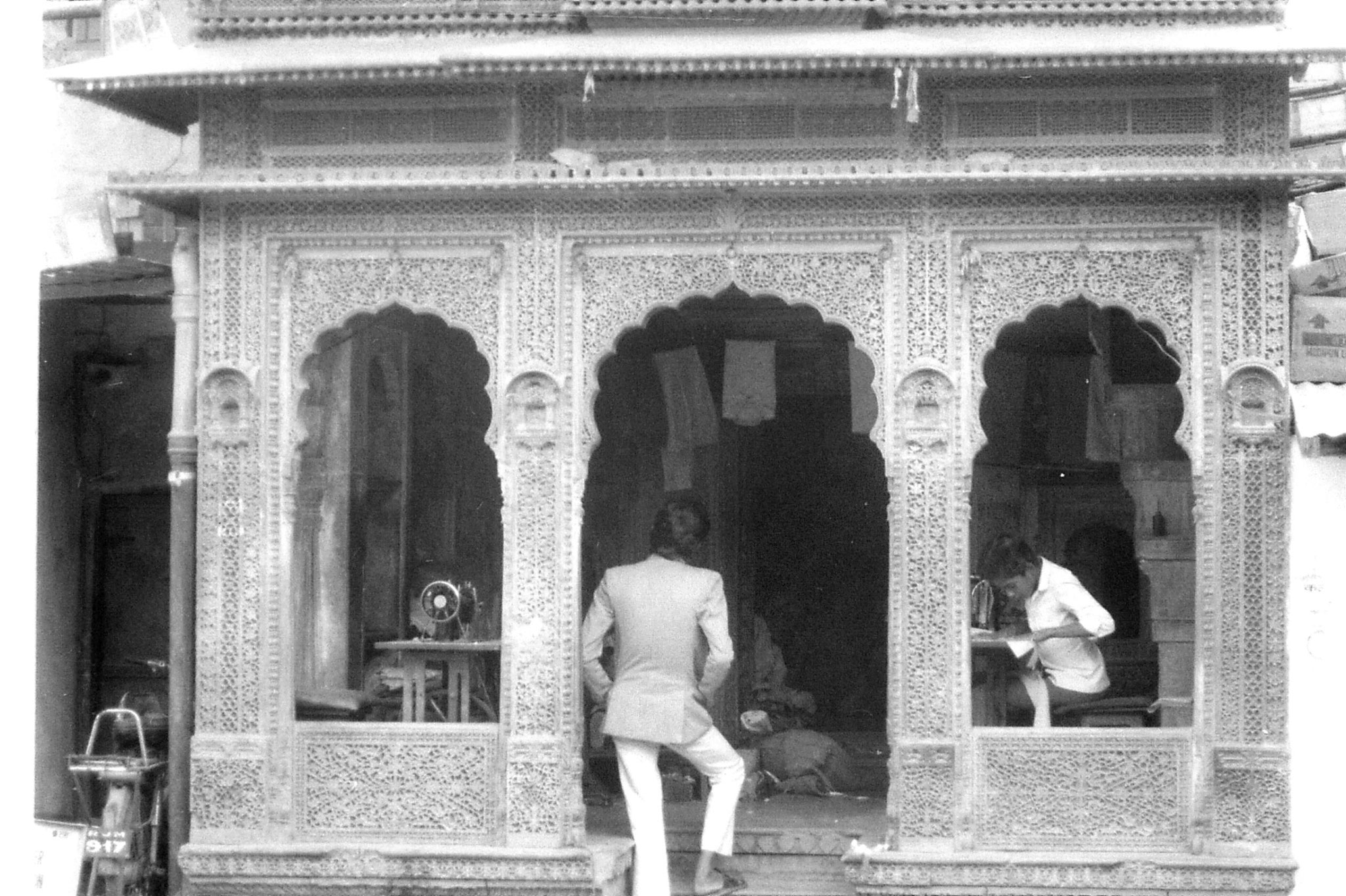 4/12/1989: 1: Jaisalmer, tailors in carved house