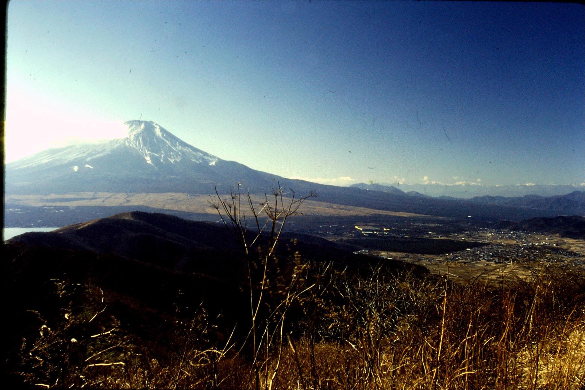 30/12/1988: 8: Lake Yamanatako & Fuji