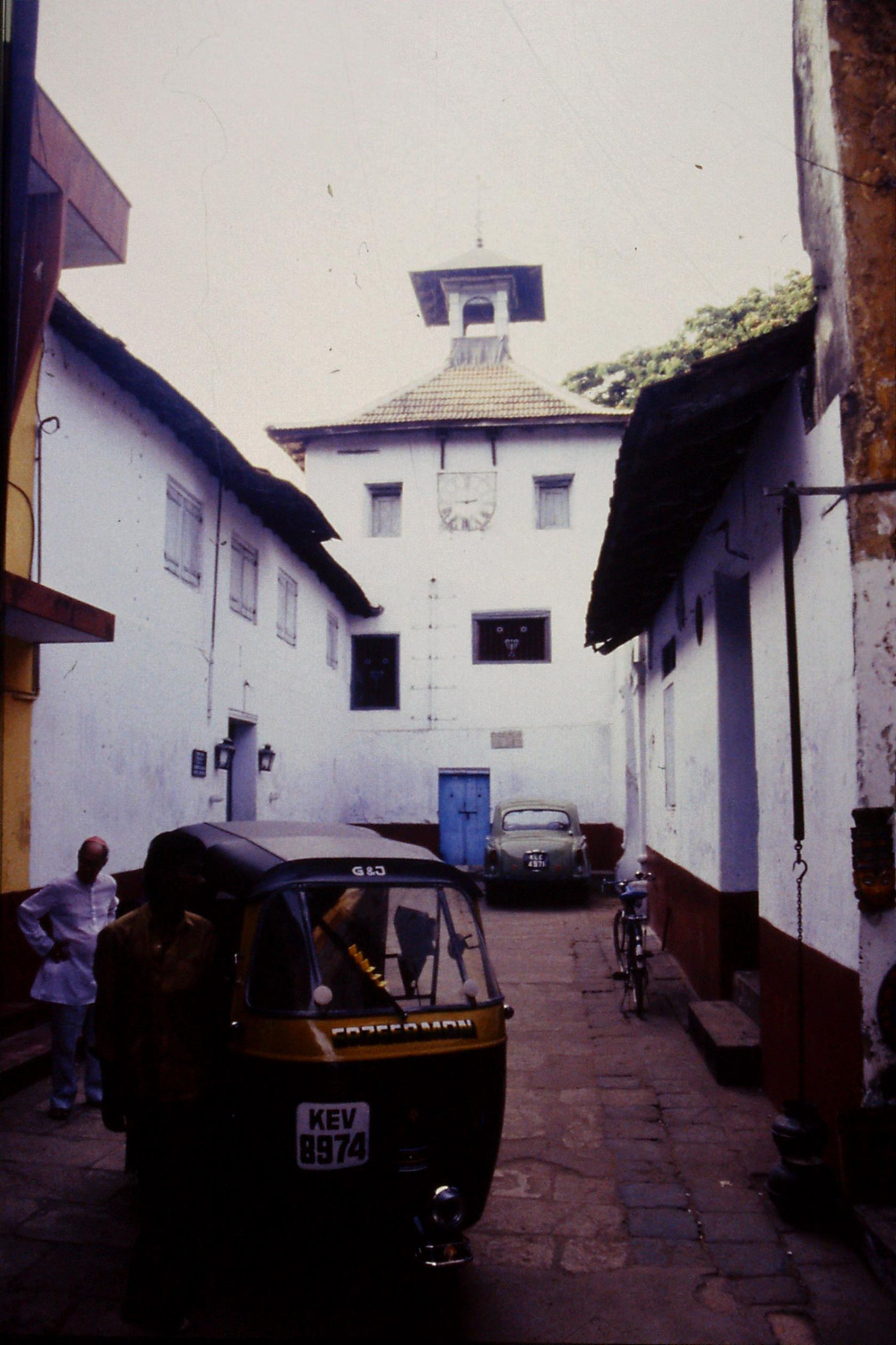 106/12: 24/2/1990 Cochin - synagogue at Jewtown
