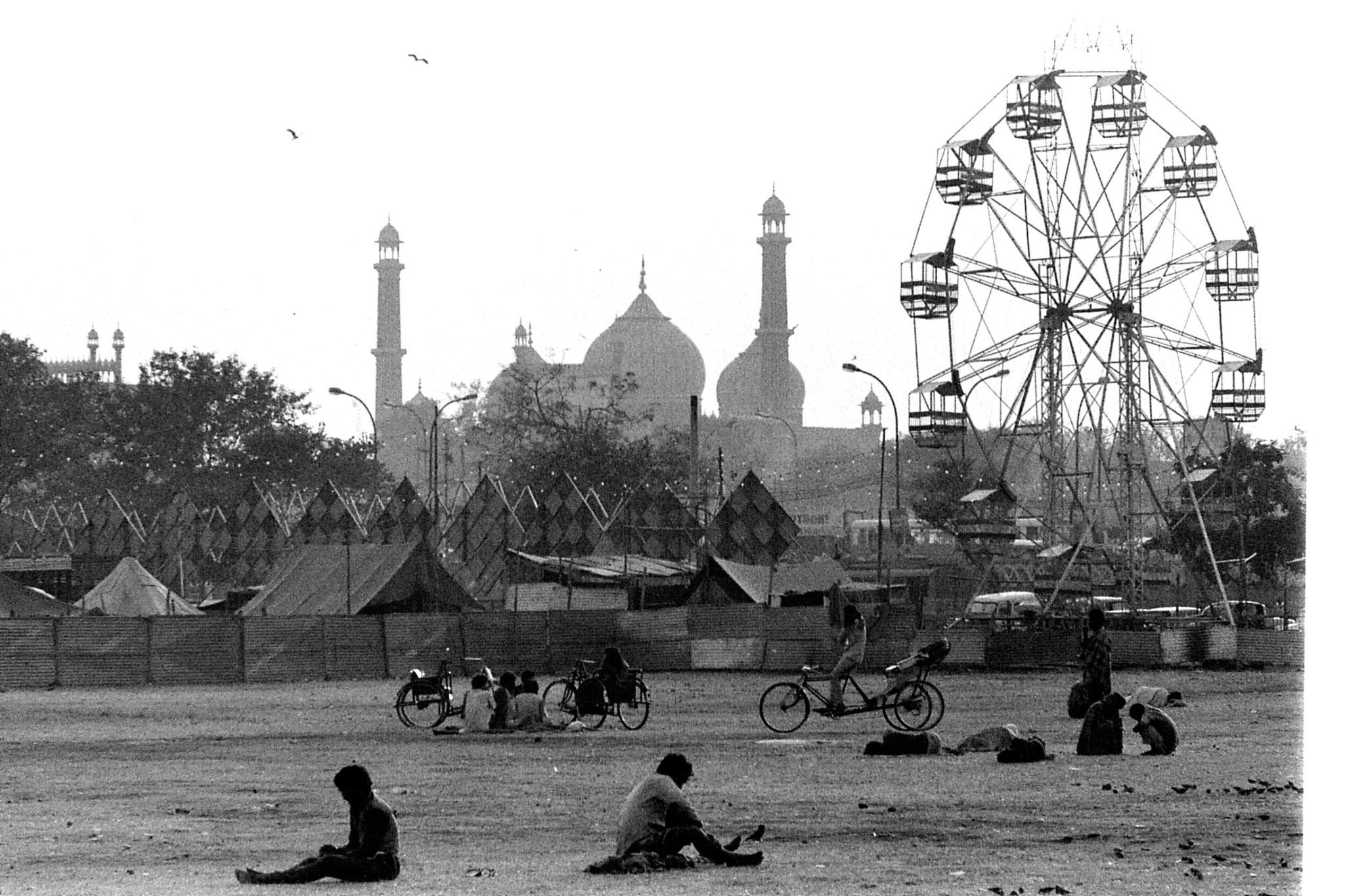 24/11/1989: 23: Jami Masjid and ferris wheel