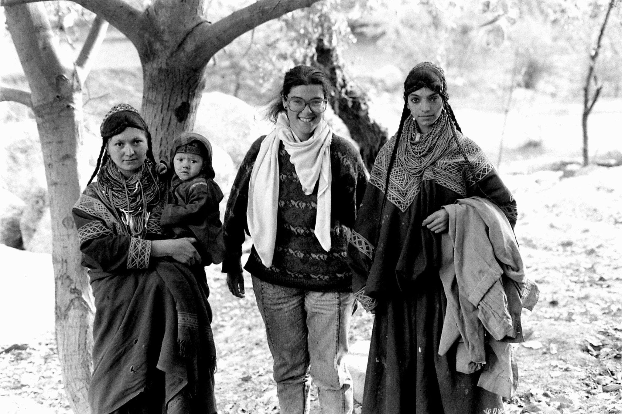 31/10/1989: 28: E & Kalash women