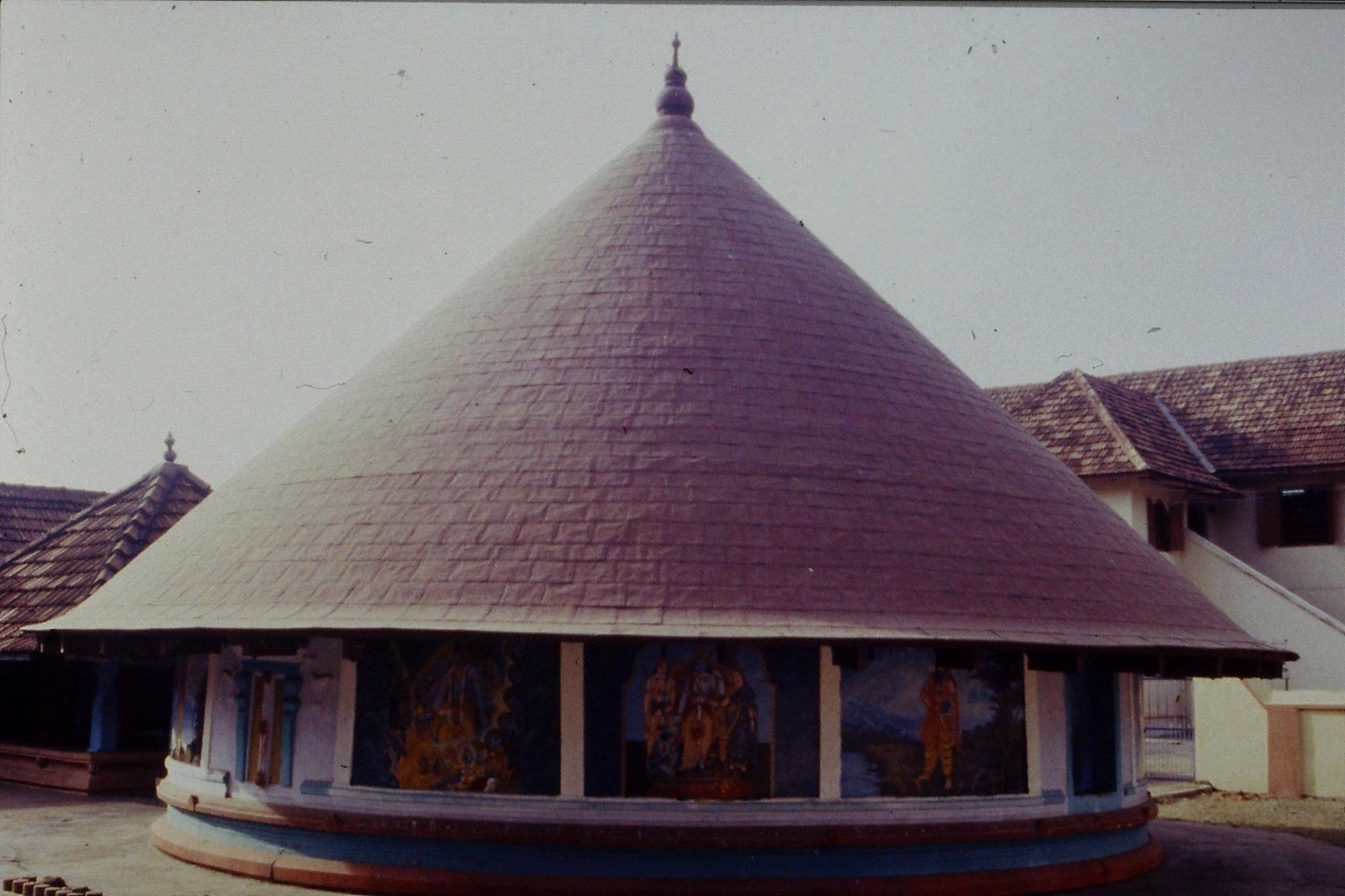 106/10: 24/2/1990 Cochin - temple at Mattancherry Palace