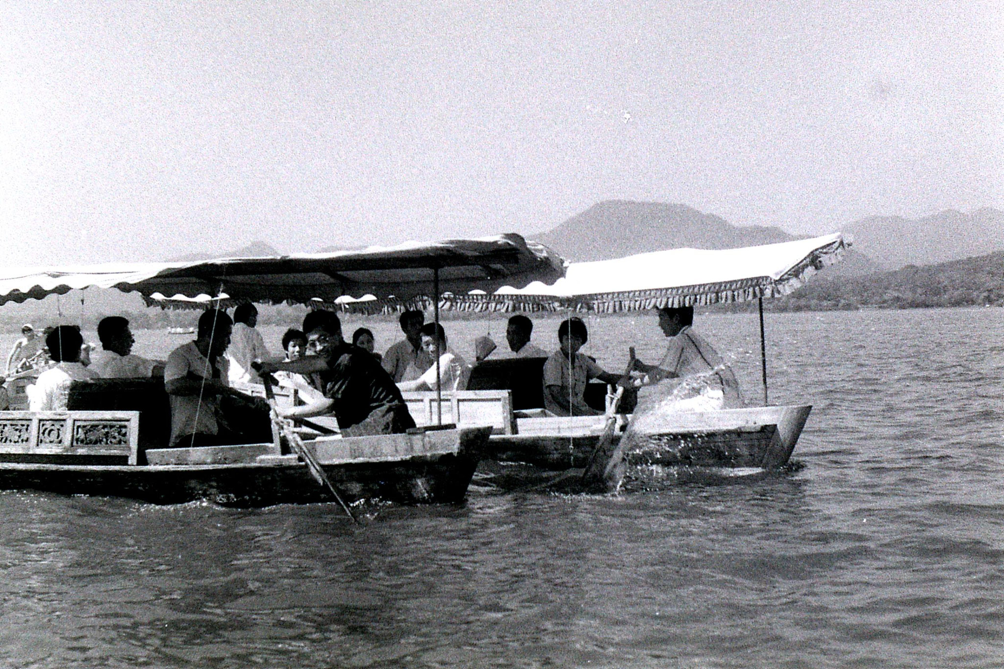 16/7/1989: 6: boat near West Lake pavilion