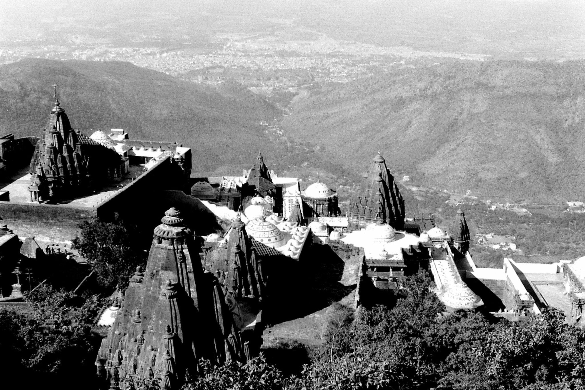 12/12/1989: 27: Junagardh, temples under Mt Girnar