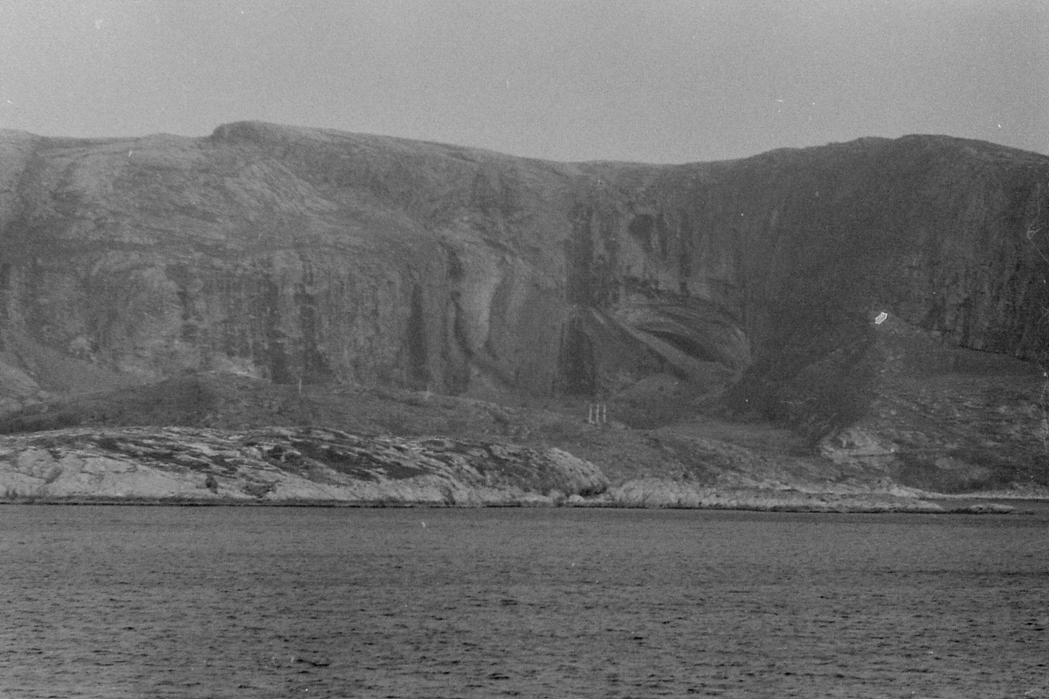 23/9/1988: 10: Halvik Cave?