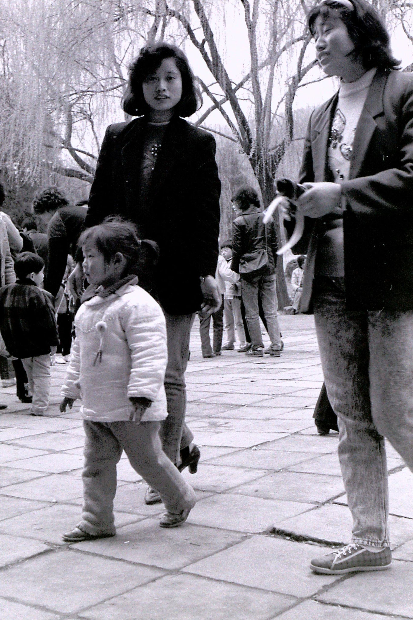 20/3/1989: 11: Wuxi children in park