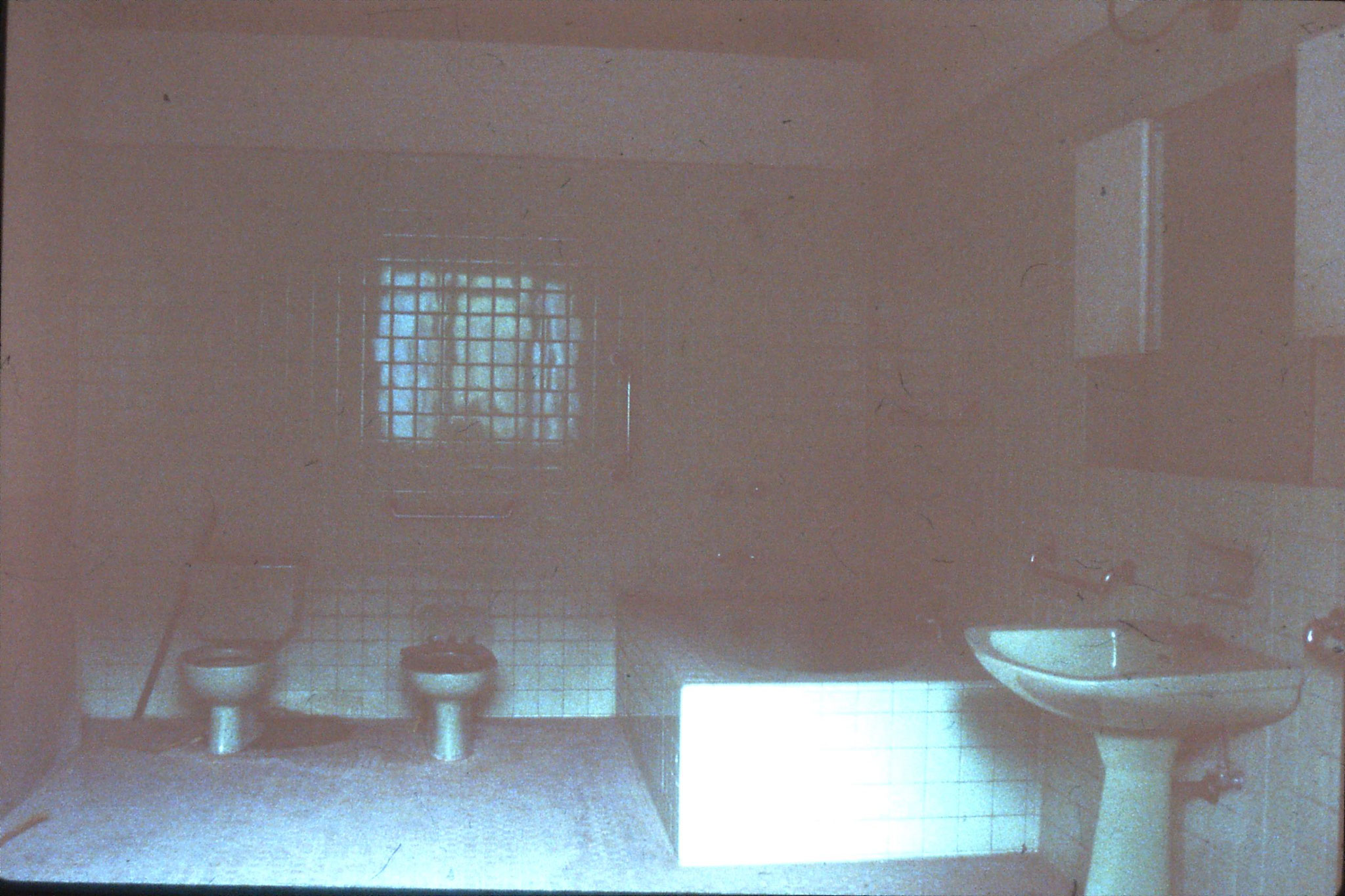 26/3/1989: 14: Lin Biao Mansion (Zhejiang Hotel) bathroom