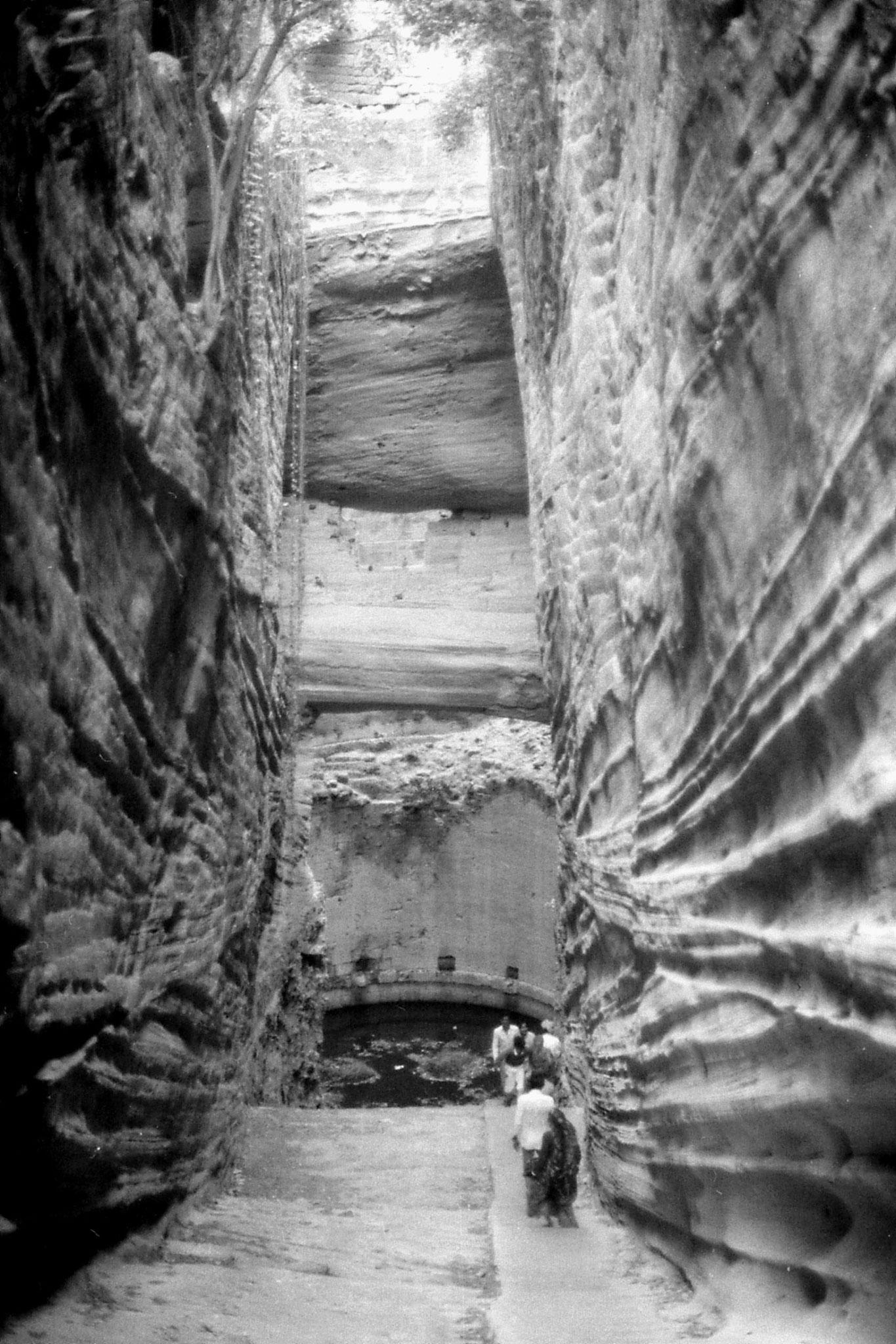 11/12/1989: 22: Junagardh, step well on fort