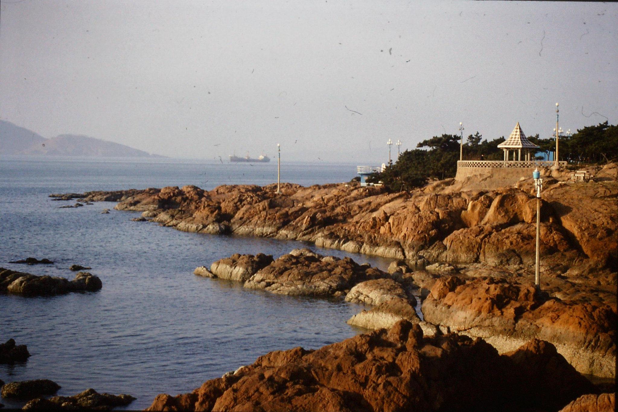 14/2/1989: 1: Qingdao beach