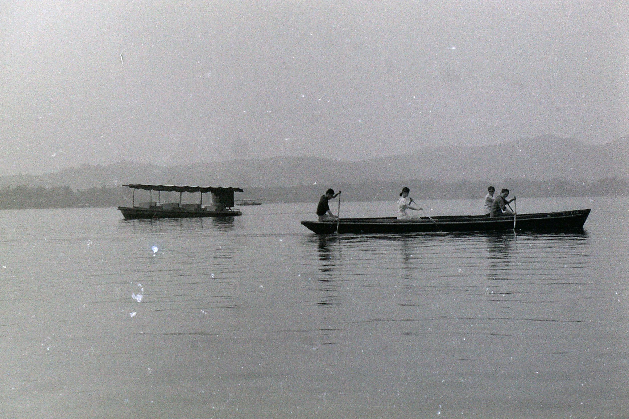 19/6/1989: 31: group visit to West Lake
