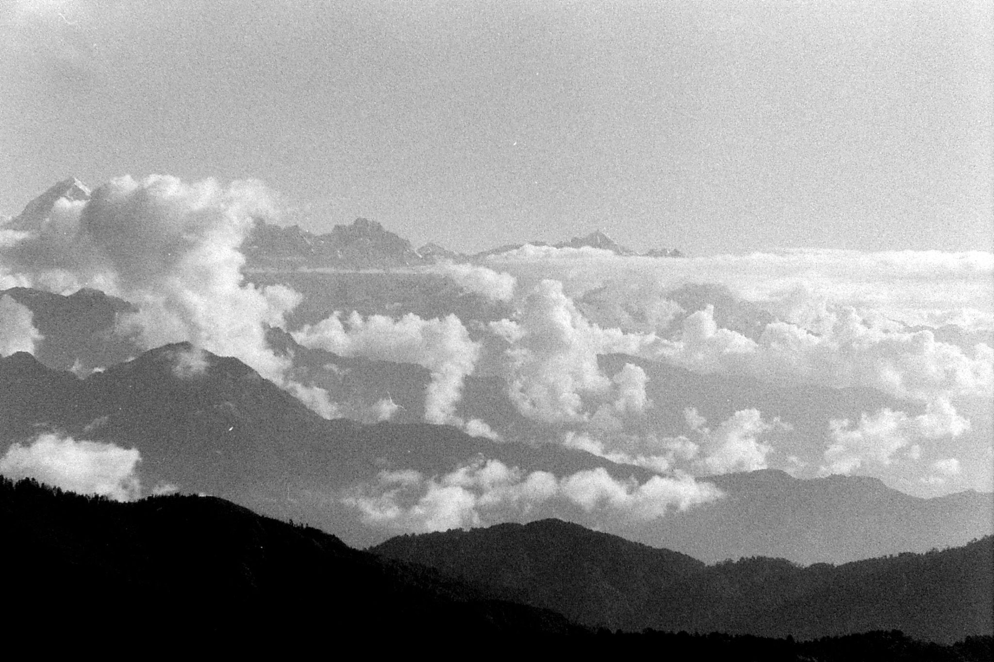 8/5/1990: 31: from Sabarkum, clouds in ranges just to E of Kanchenjunga
