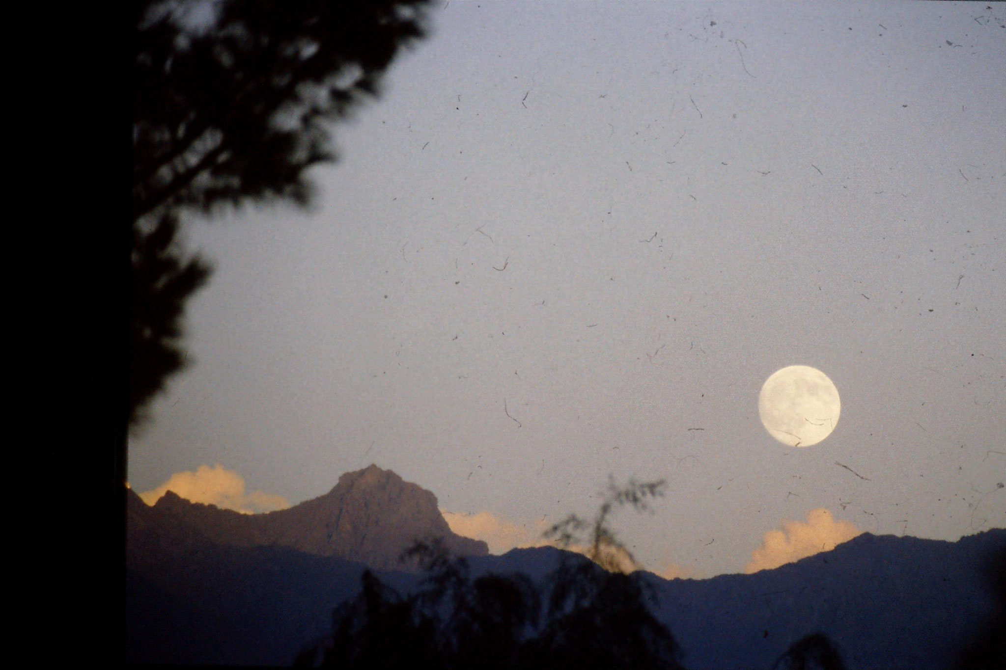14/9/1989: 1: moon over Gilgit