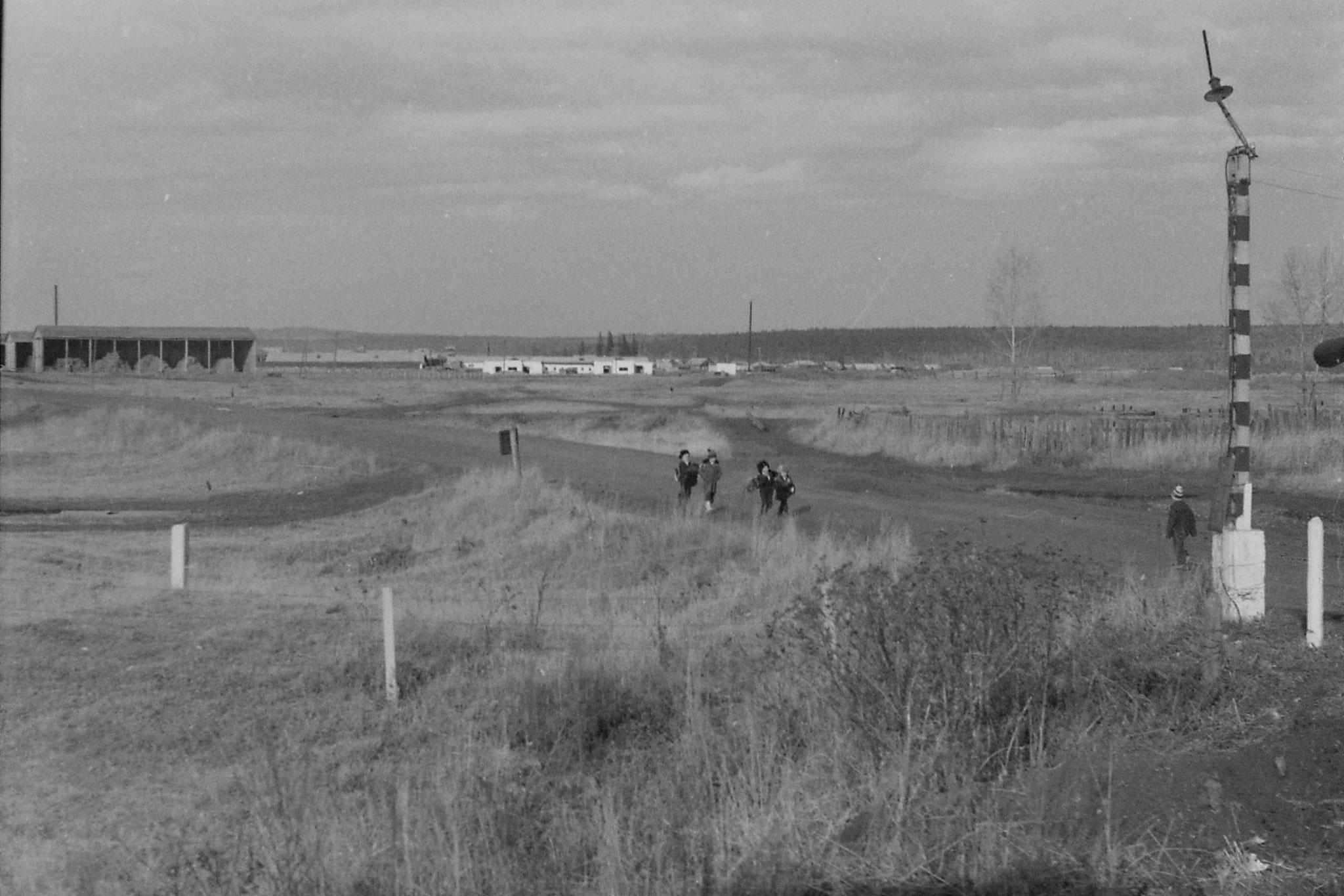 21/10/1988: 13: children at level crossing